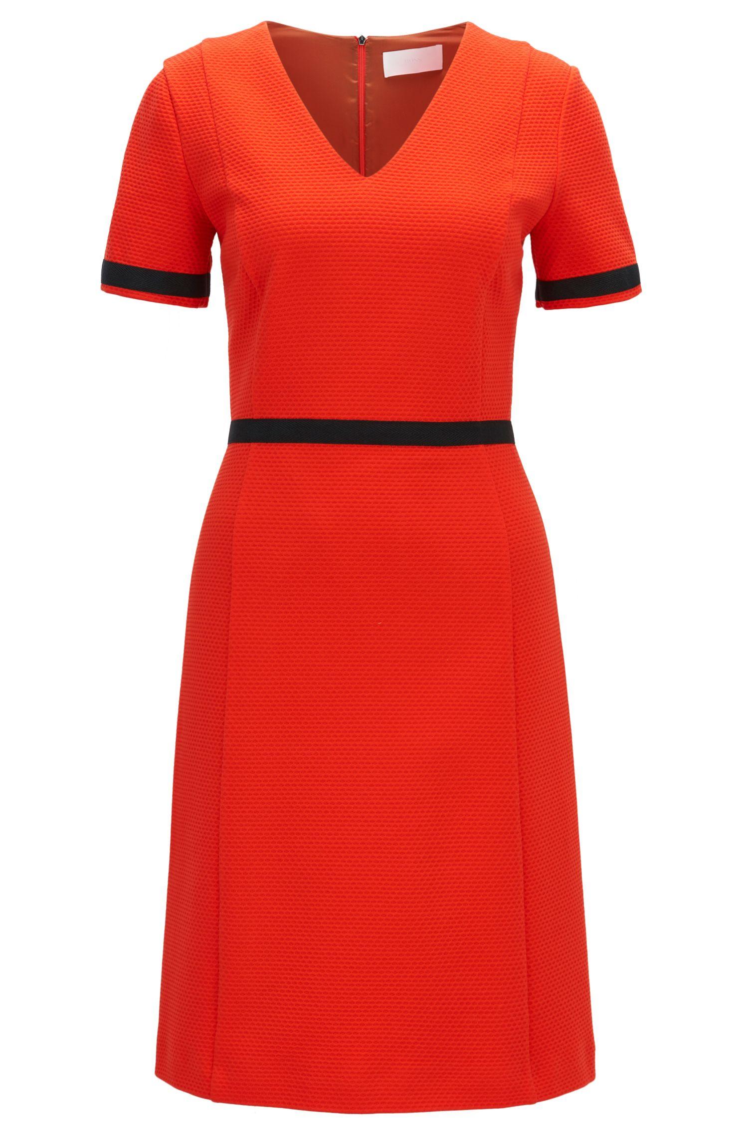 Kleid aus strukturiertem Baumwoll-Jersey mit V-Ausschnitt