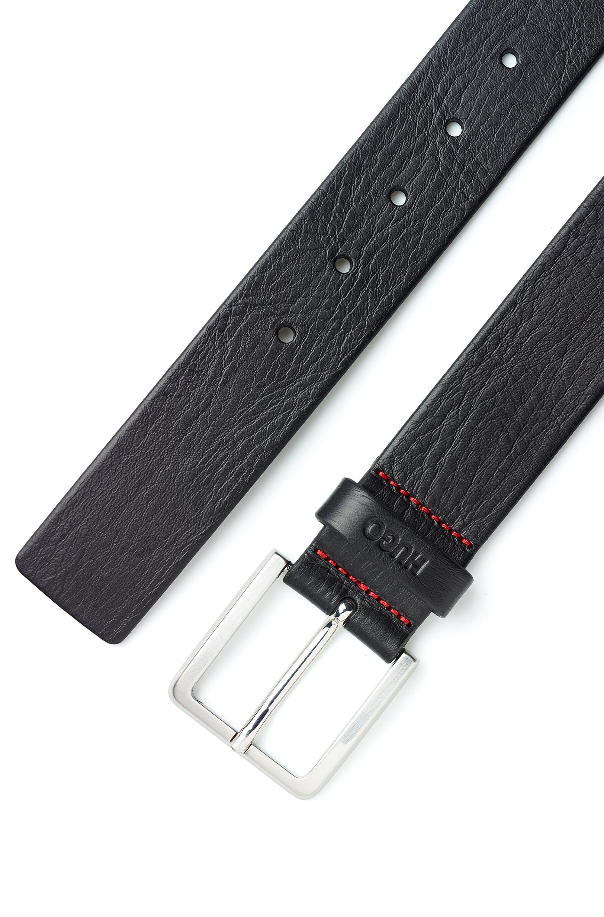Cintura in pelle martellata con goffratura e dettagli in metallo spazzolato