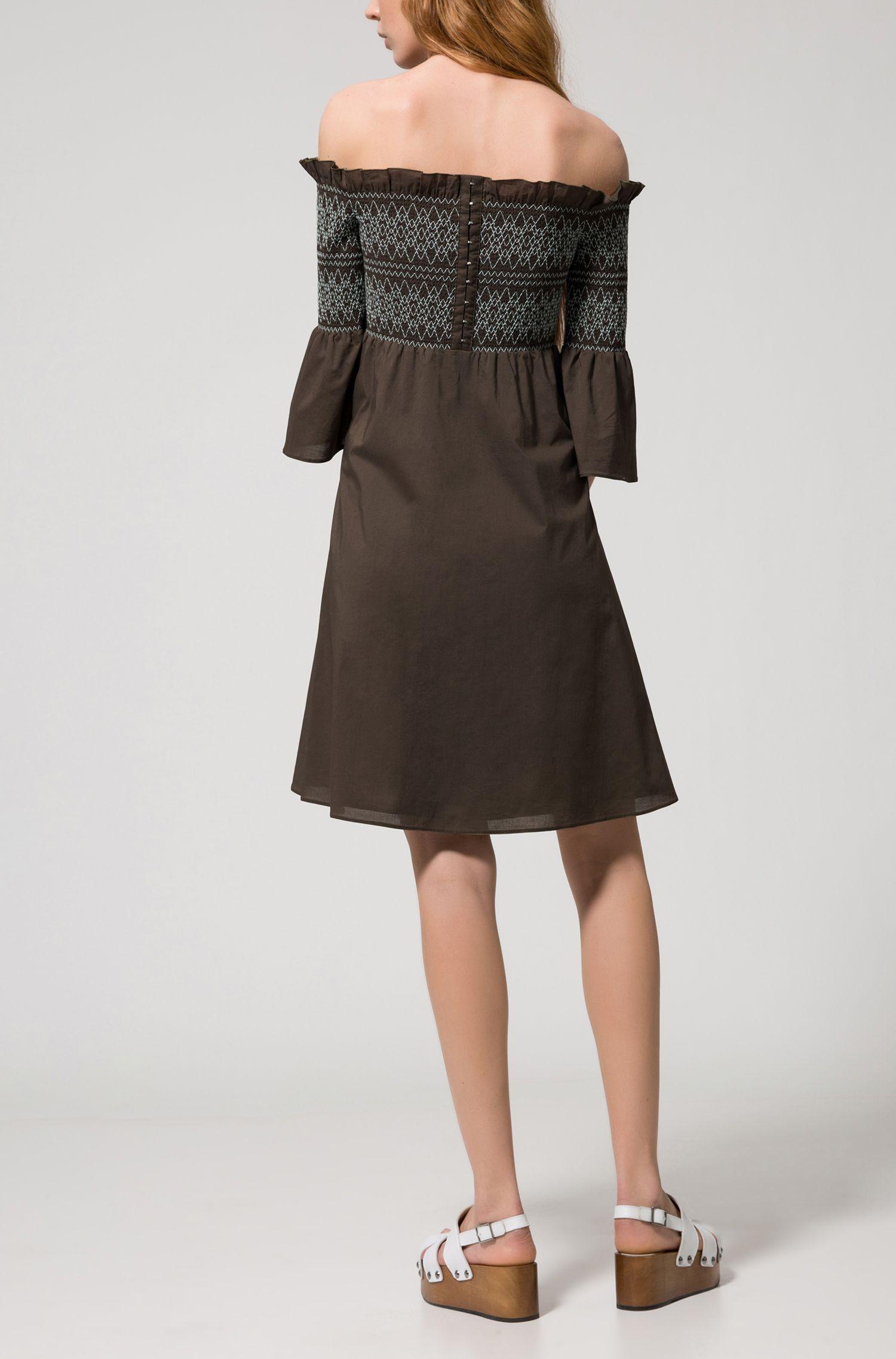 Schulterfreies Baumwoll-Kleid mit gesmokter Partie