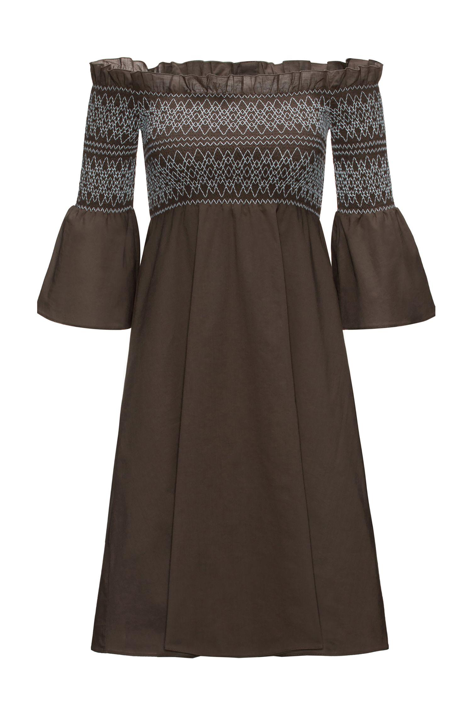 Vestido de algodón con fruncido y hombros descubiertos