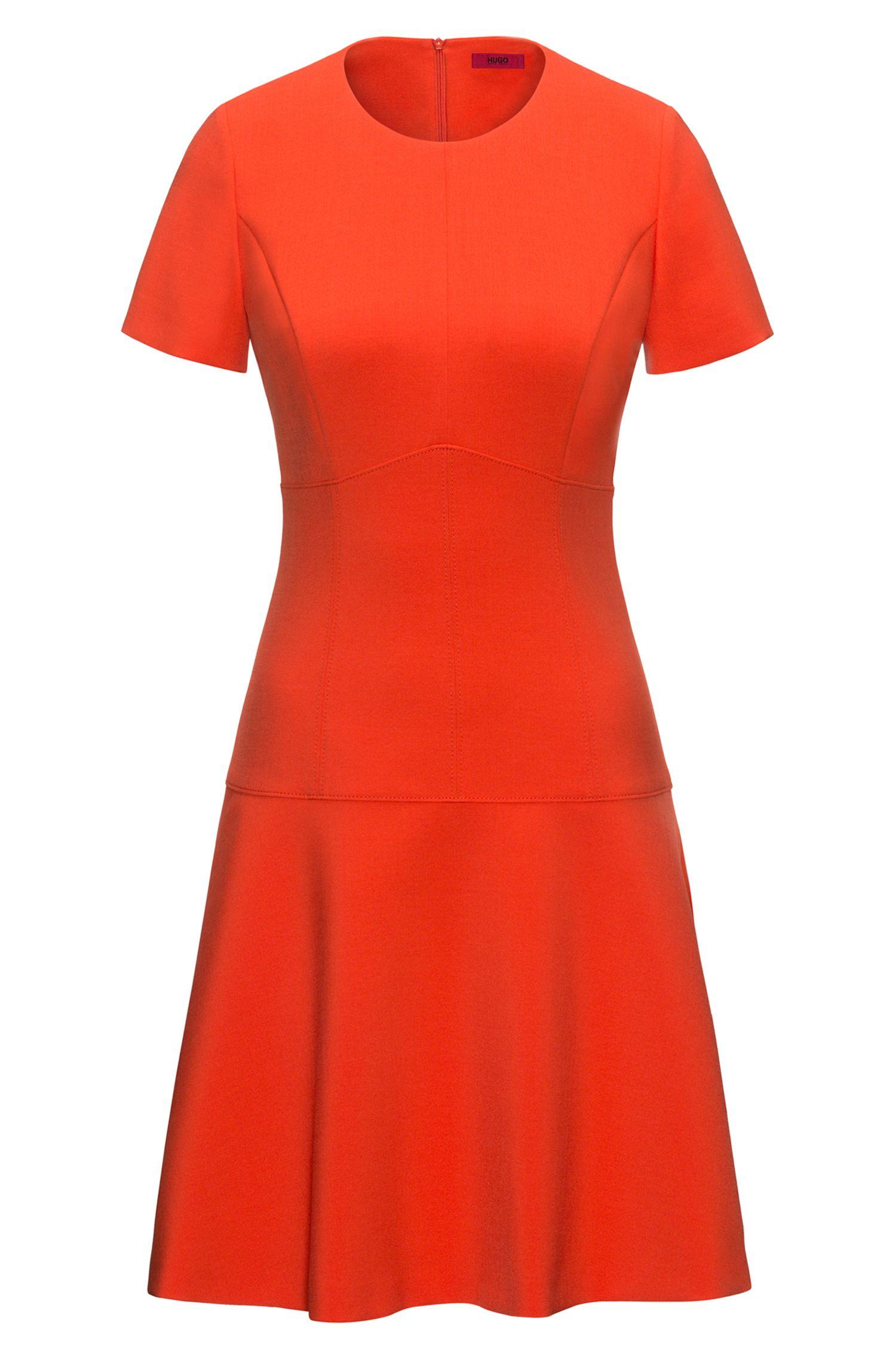 Kurzarm-Kleid aus elastischem Material-Mix