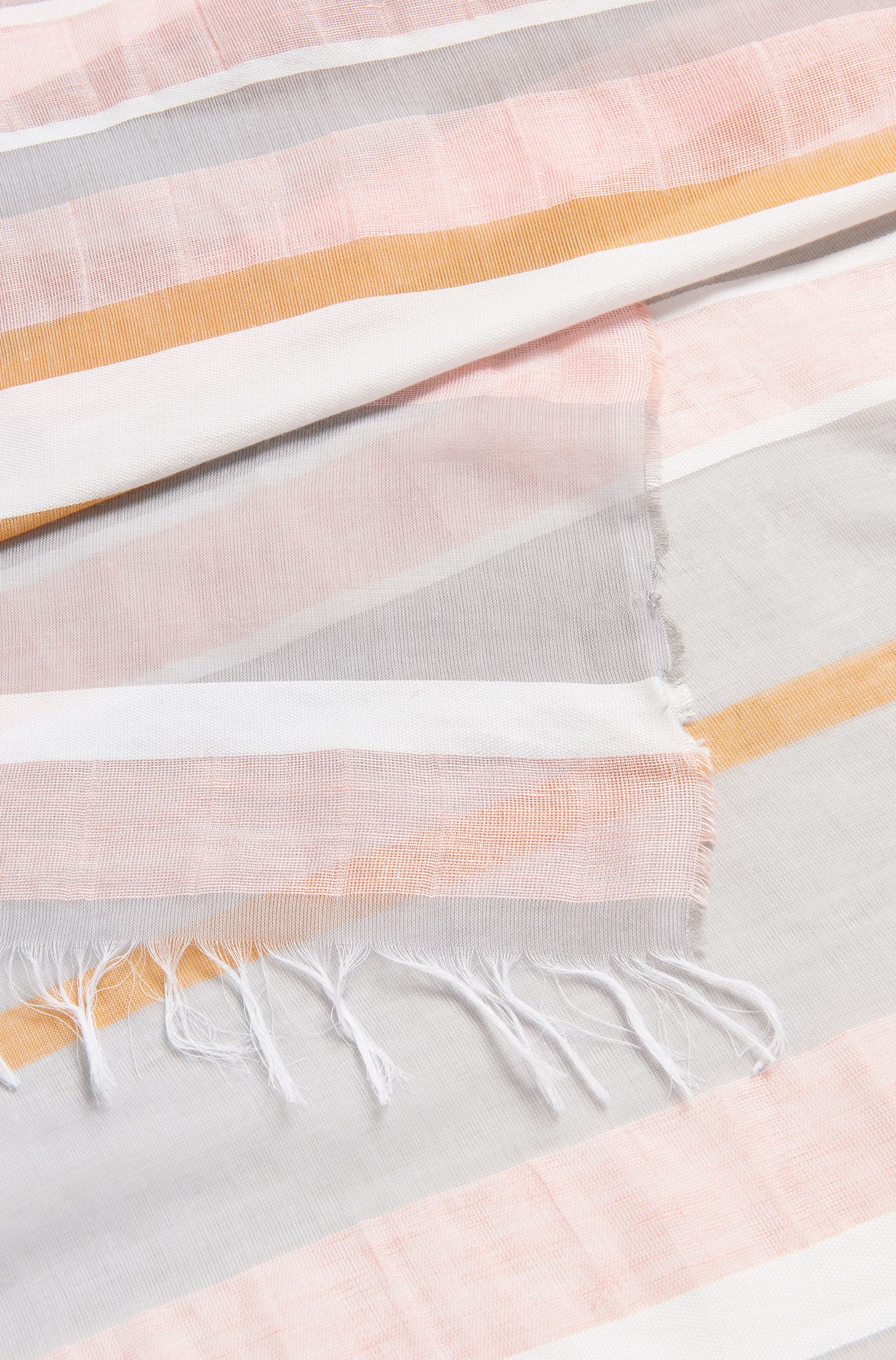 Gestreepte sjaal van een lichte katoenmix