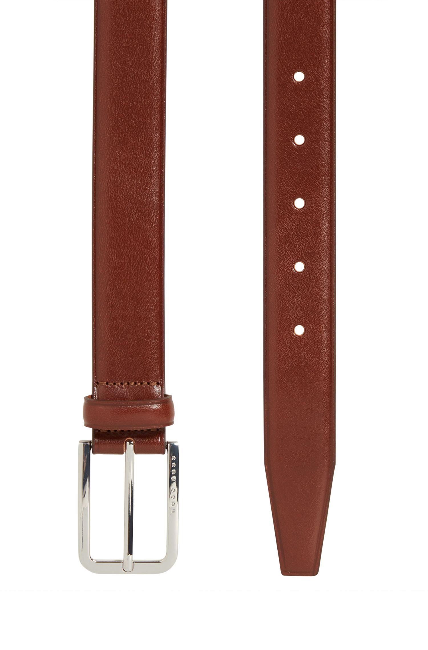 Smooth leather belt with rounded buckle in polished metal
