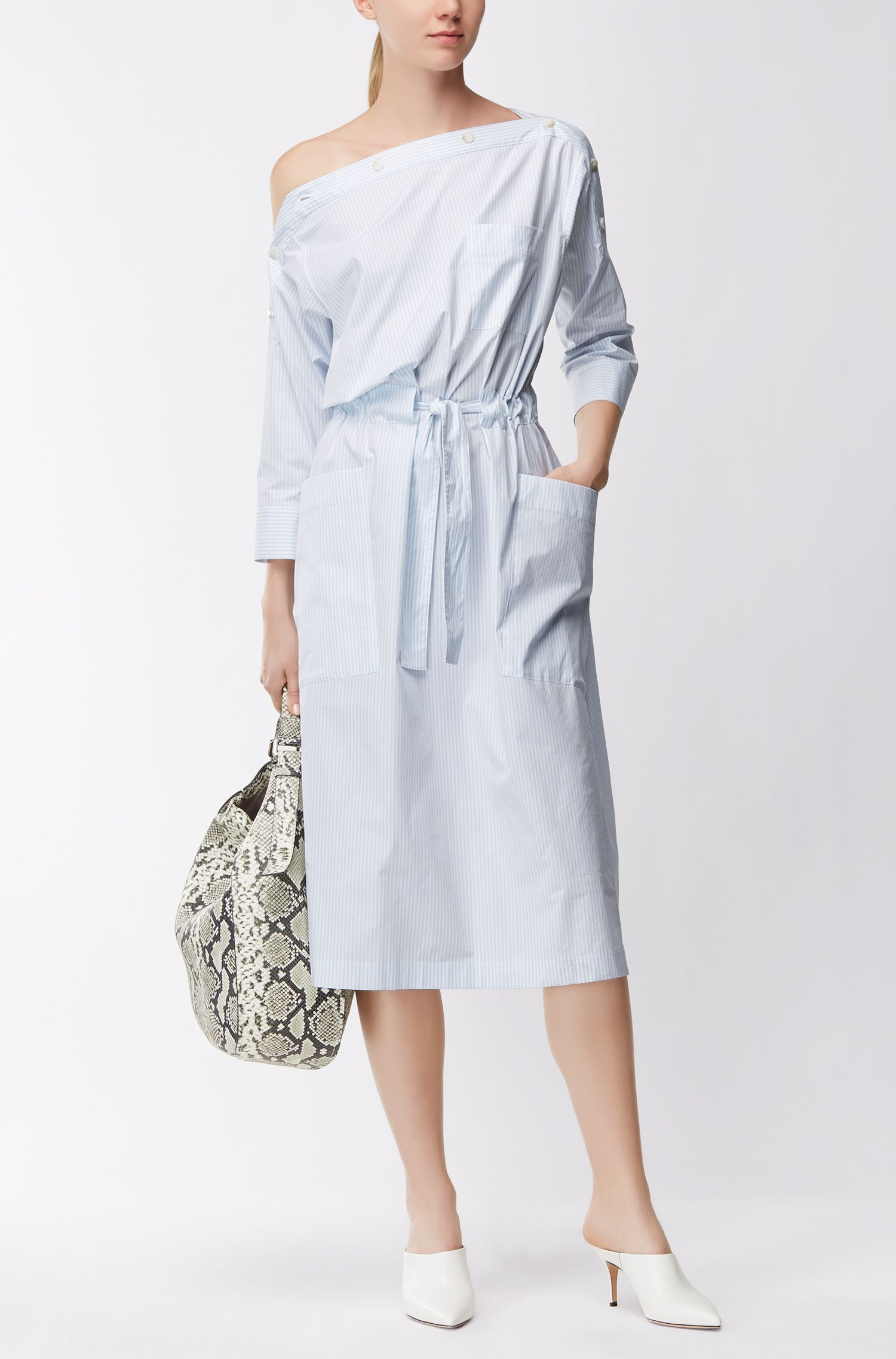 Gestreiftes Sommer-Kleid mit Knöpfen am Ausschnitt
