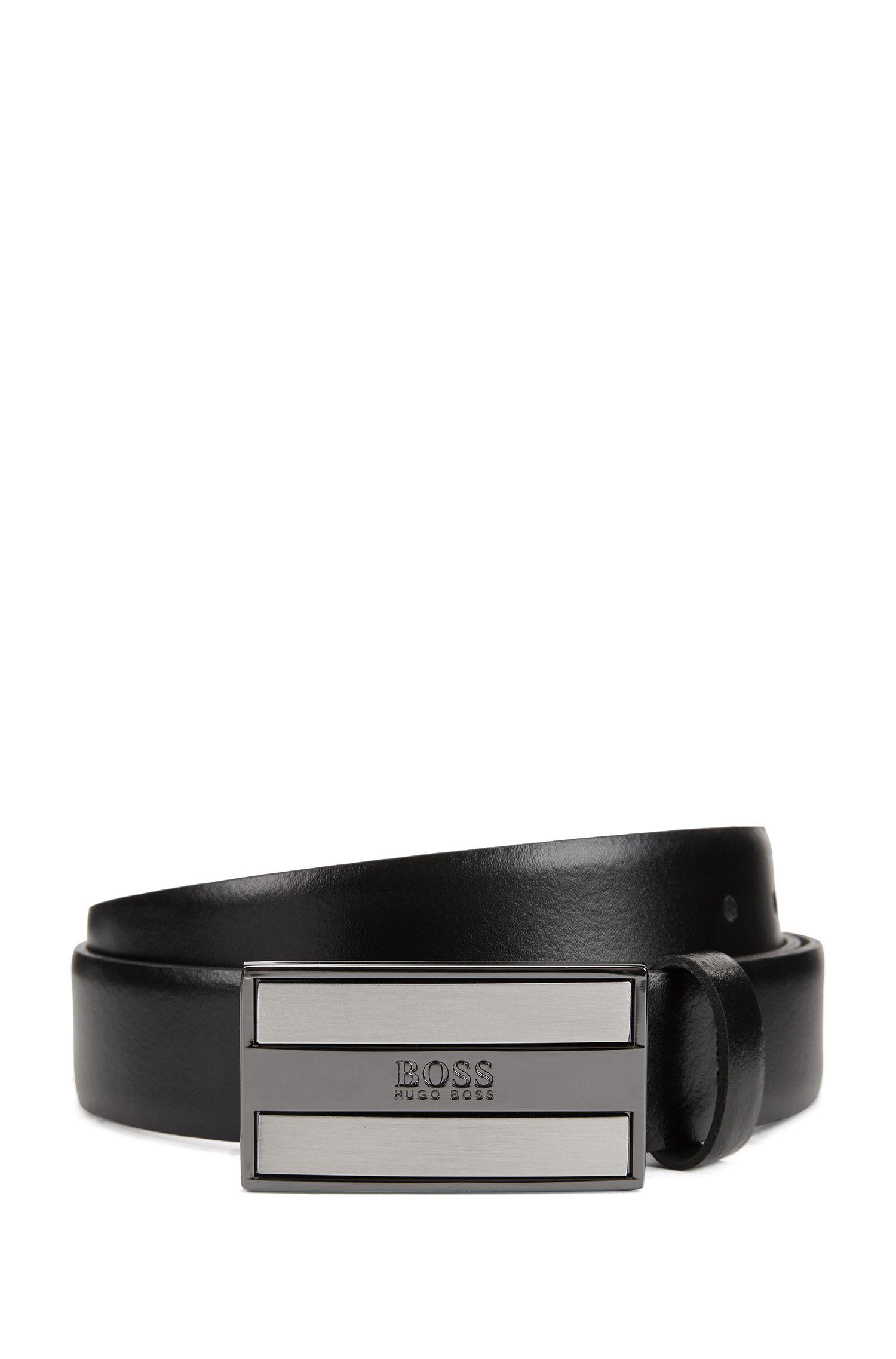Cintura in pelle liscia con fibbia a placca con logo inciso, Nero