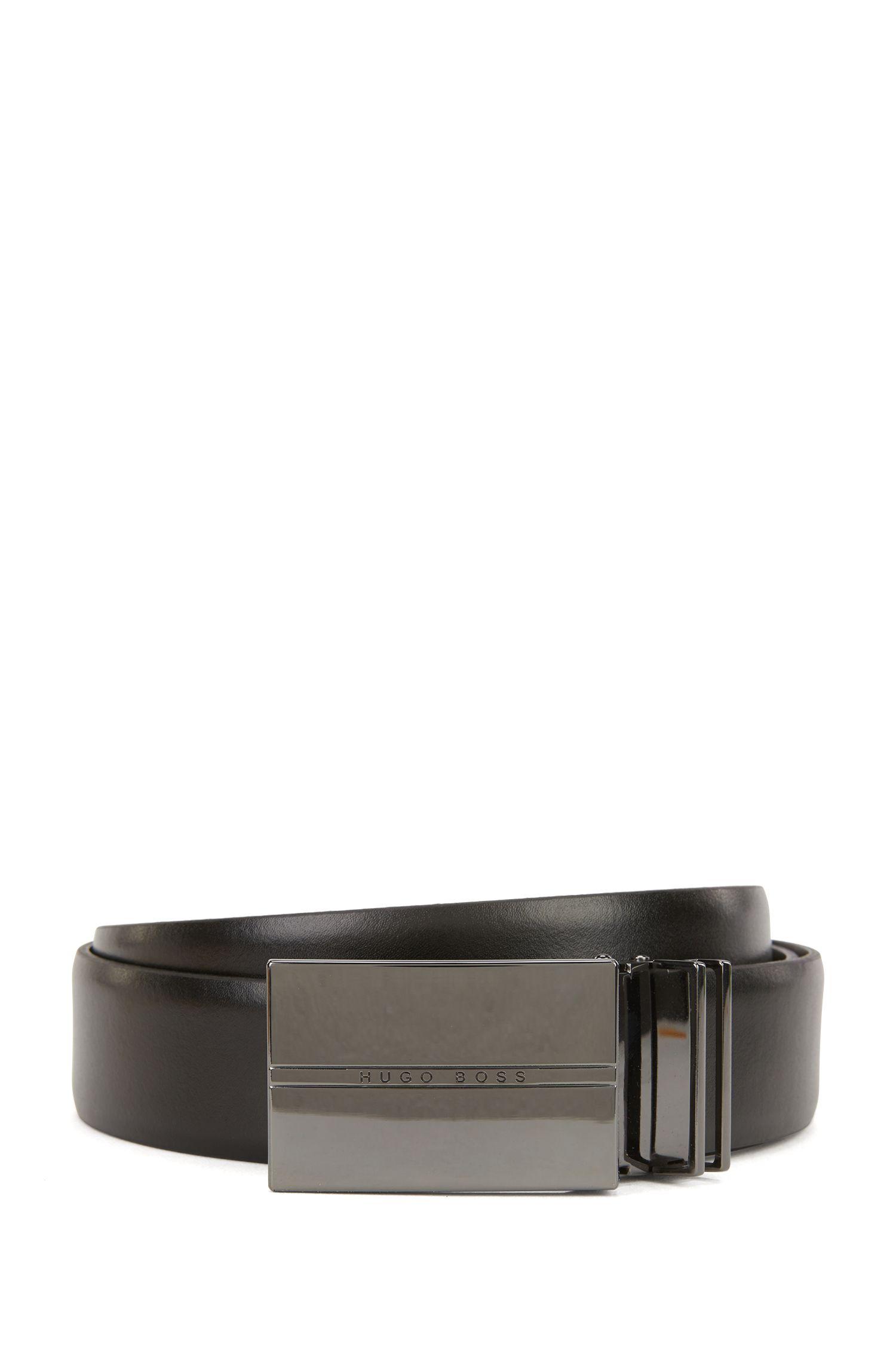 Coffret cadeau avec ceinture réversible en cuir lisse et boucle à double passant en métal poli couleur acier