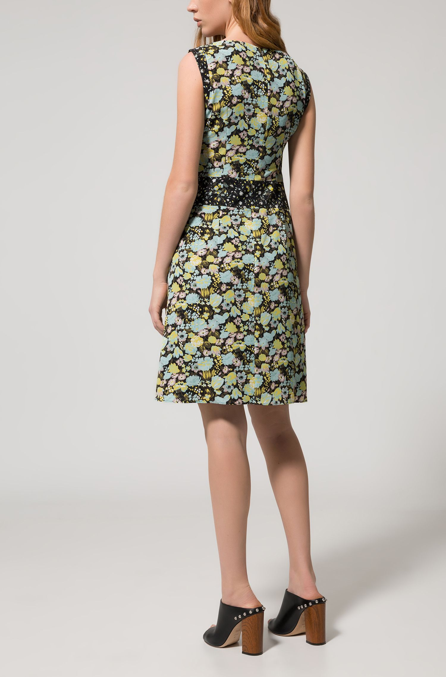 Cap-sleeved floral dress in stretch fabric