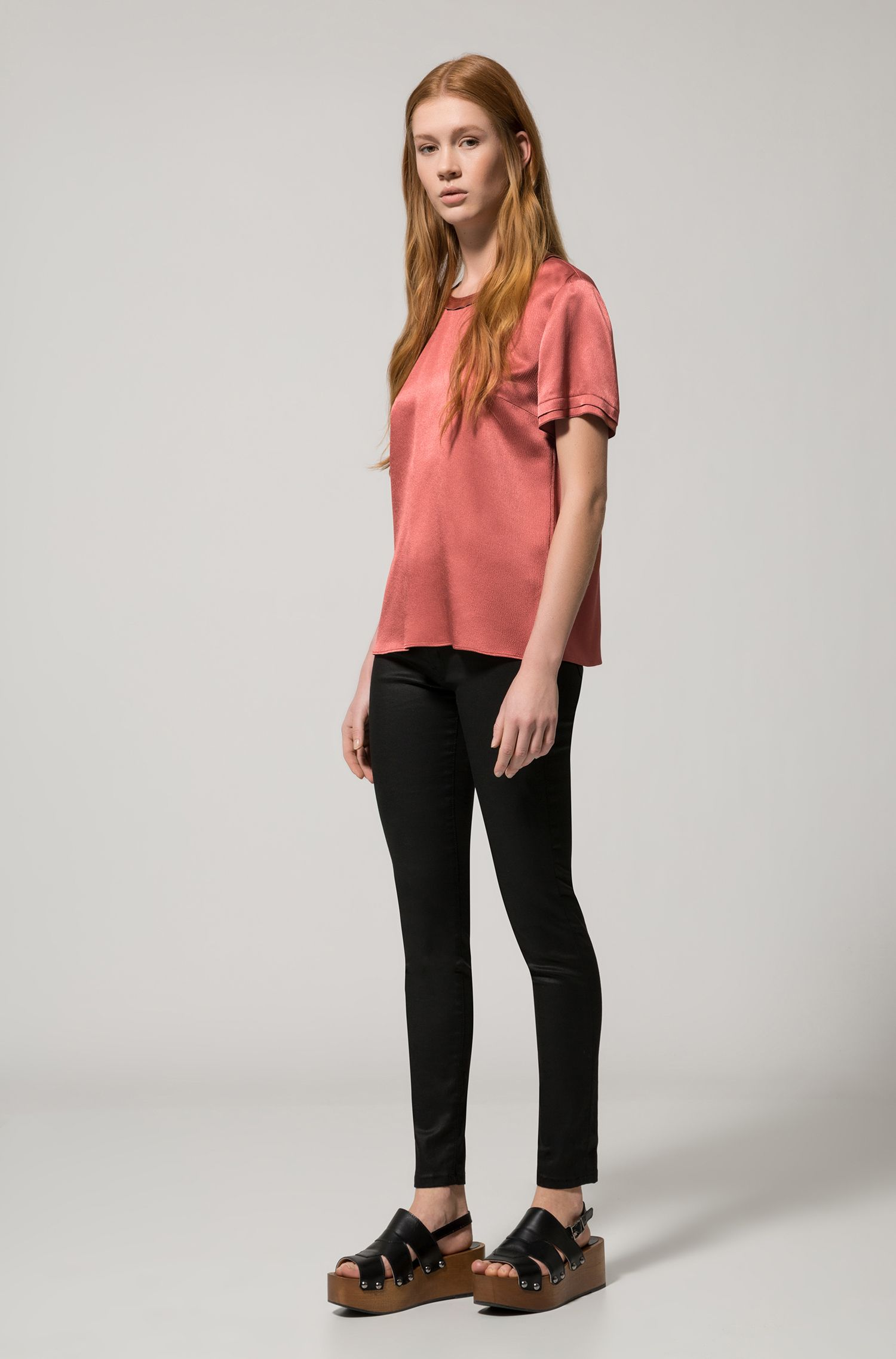 Regular-Fit T-Shirt aus seidigem Material-Mix mit Woll-Anteil