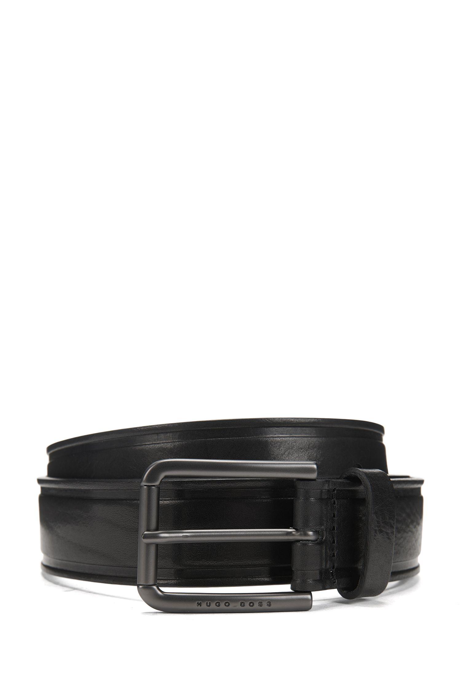 Cinturón de piel lisa con detalles termograbados