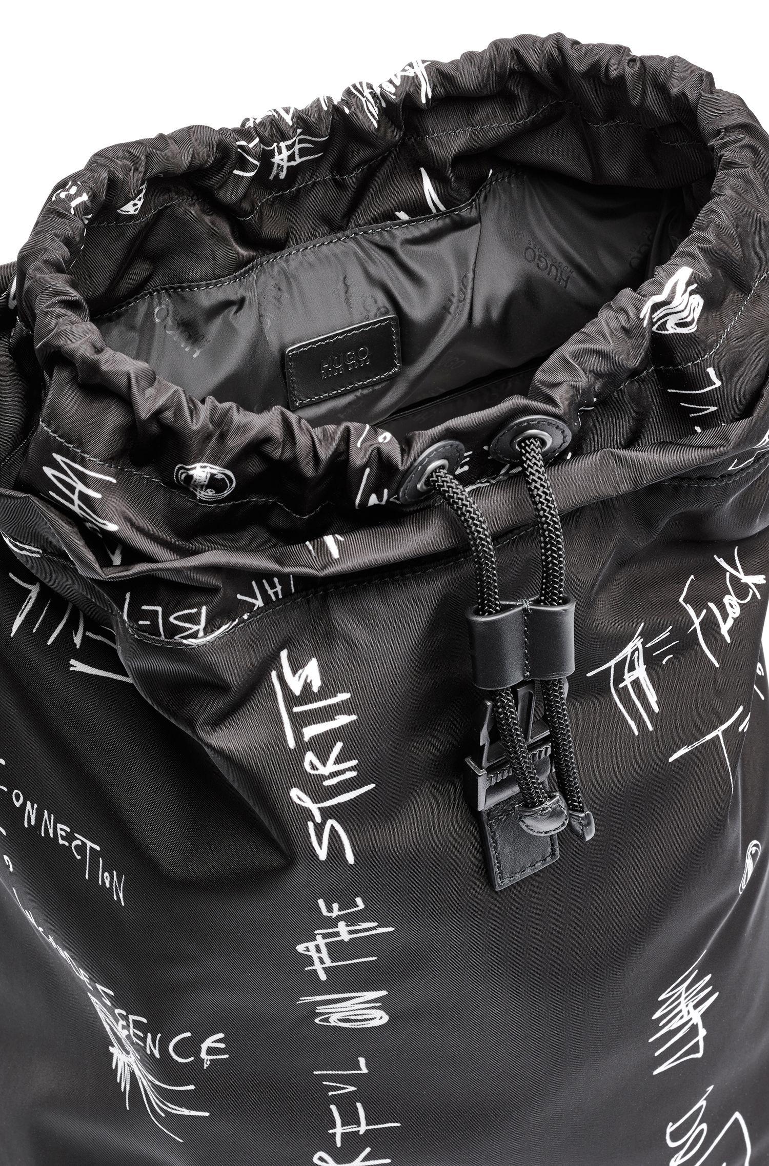 Sac à dos à imprimé graffitis en gabardine de tissu technique avec pochette pour ordinateur