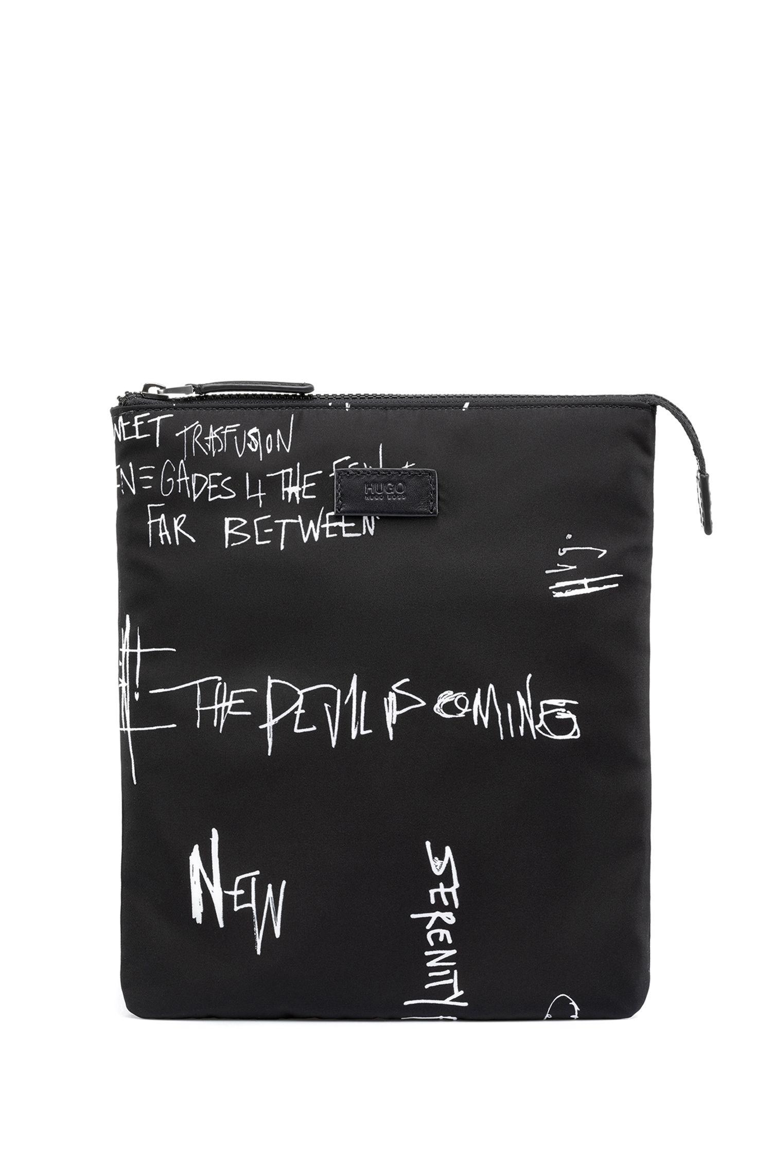 Kurier-Tasche aus Nylon-Gabardine mit Graffiti-Print