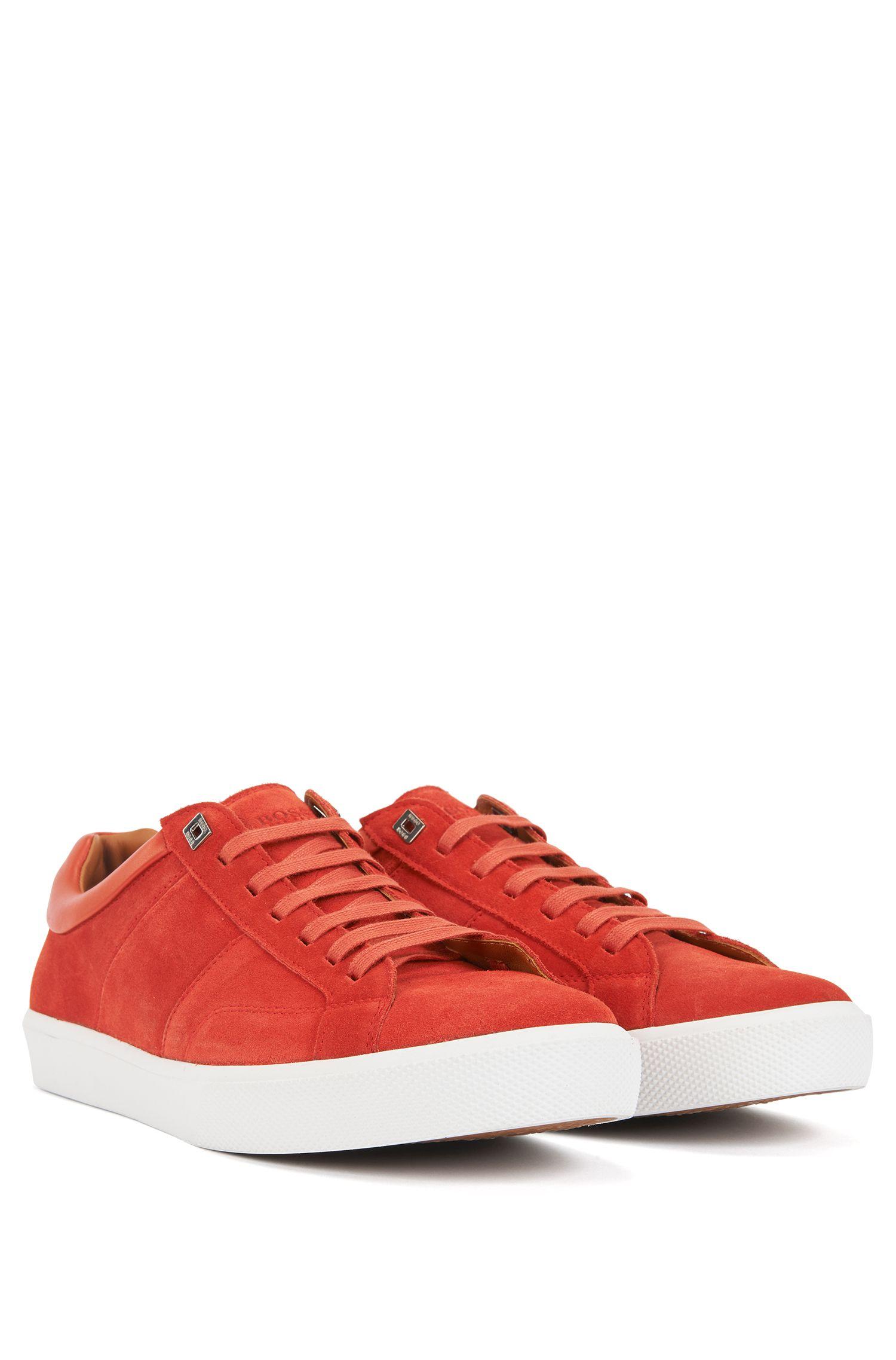 Sneakers in tennisstijl met bovenzijde van Italiaanse kalfssuède