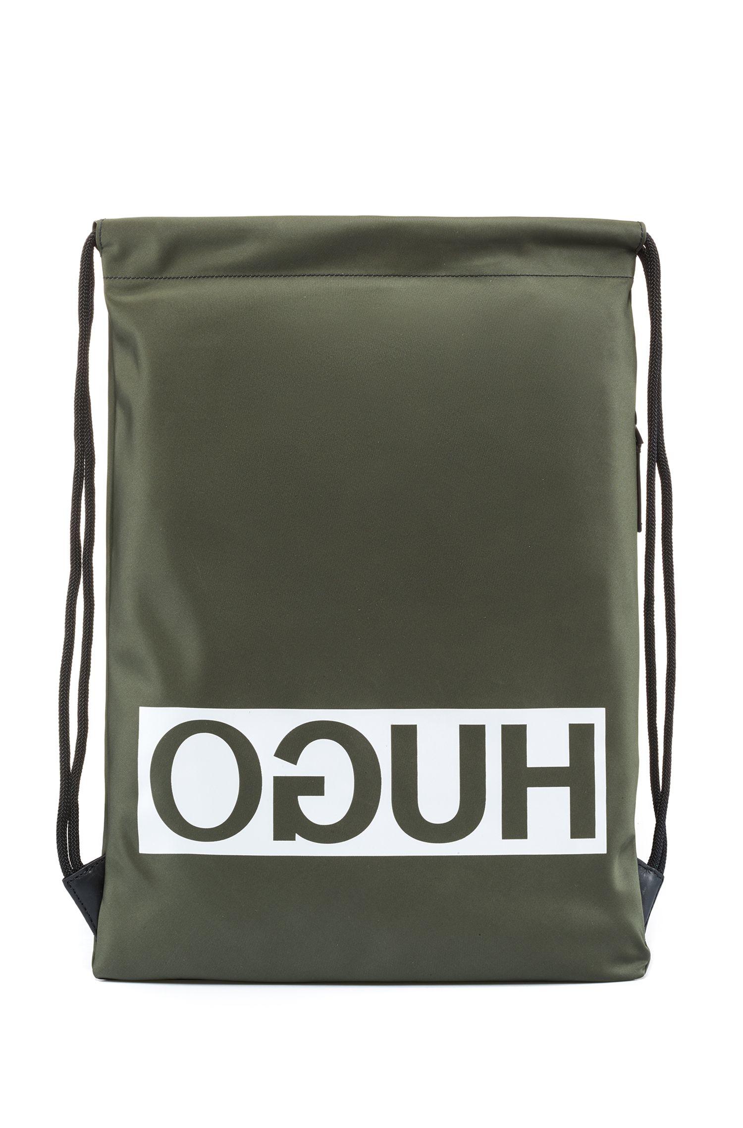 Rucksack aus Nylon-Gabardine mit Kordelzugriemen und Reversed-Logo