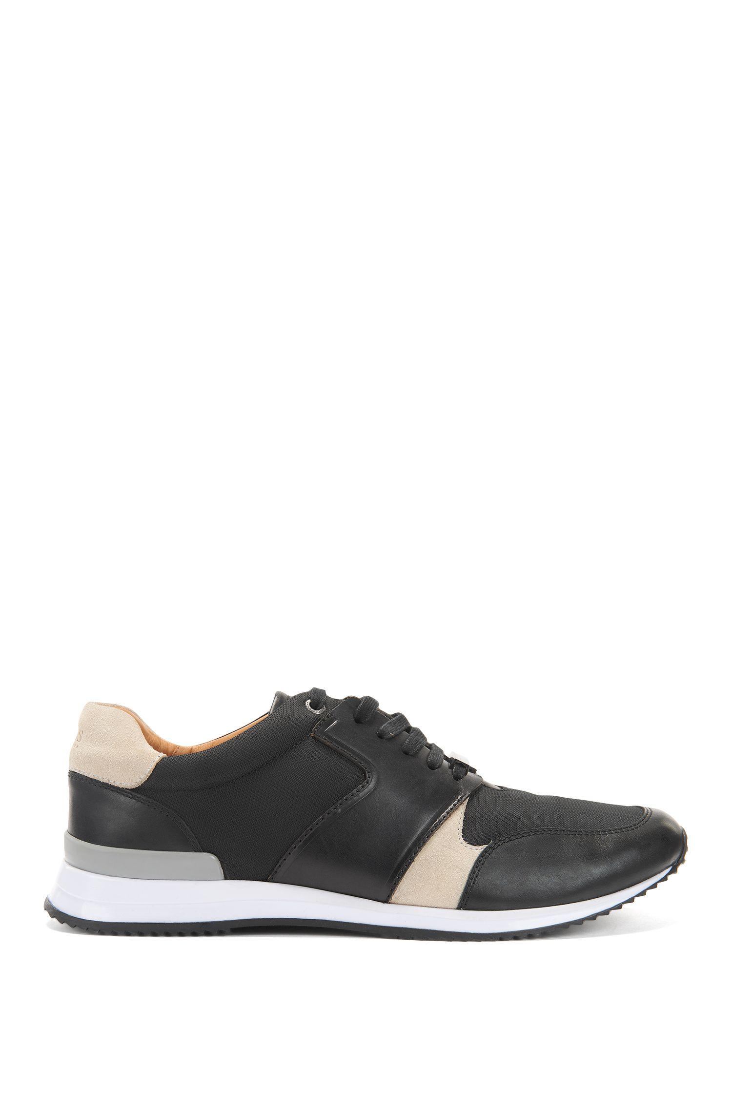 Sneakers im Laufschuh-Stil aus Material-Mix und Leder