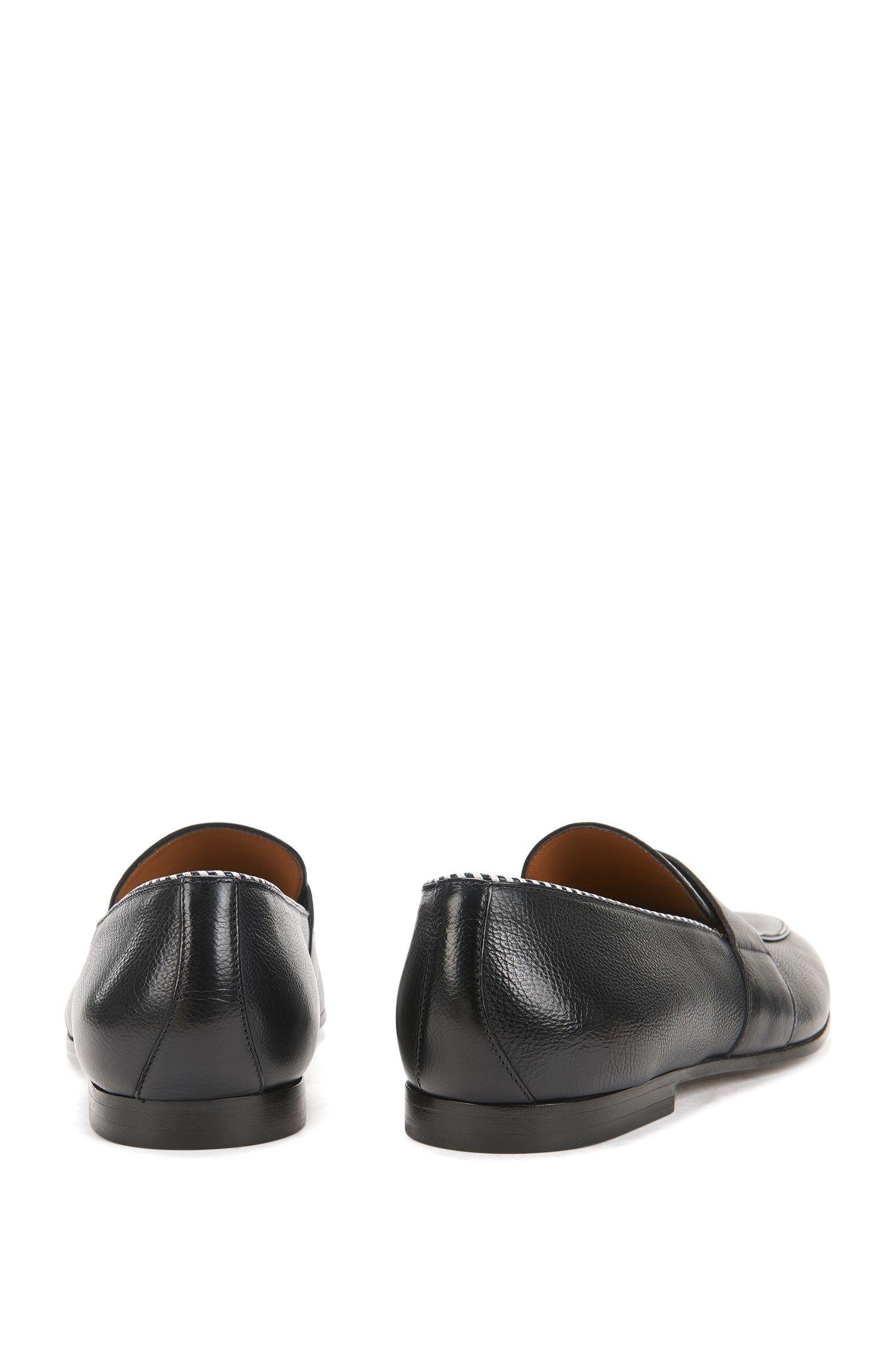 Loafers van plantaardig gelooid, generfd leer
