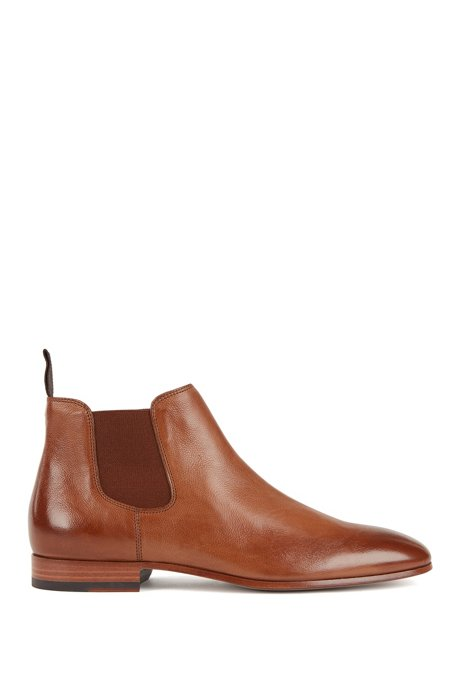 Chelsea boots in grained leather, Khaki
