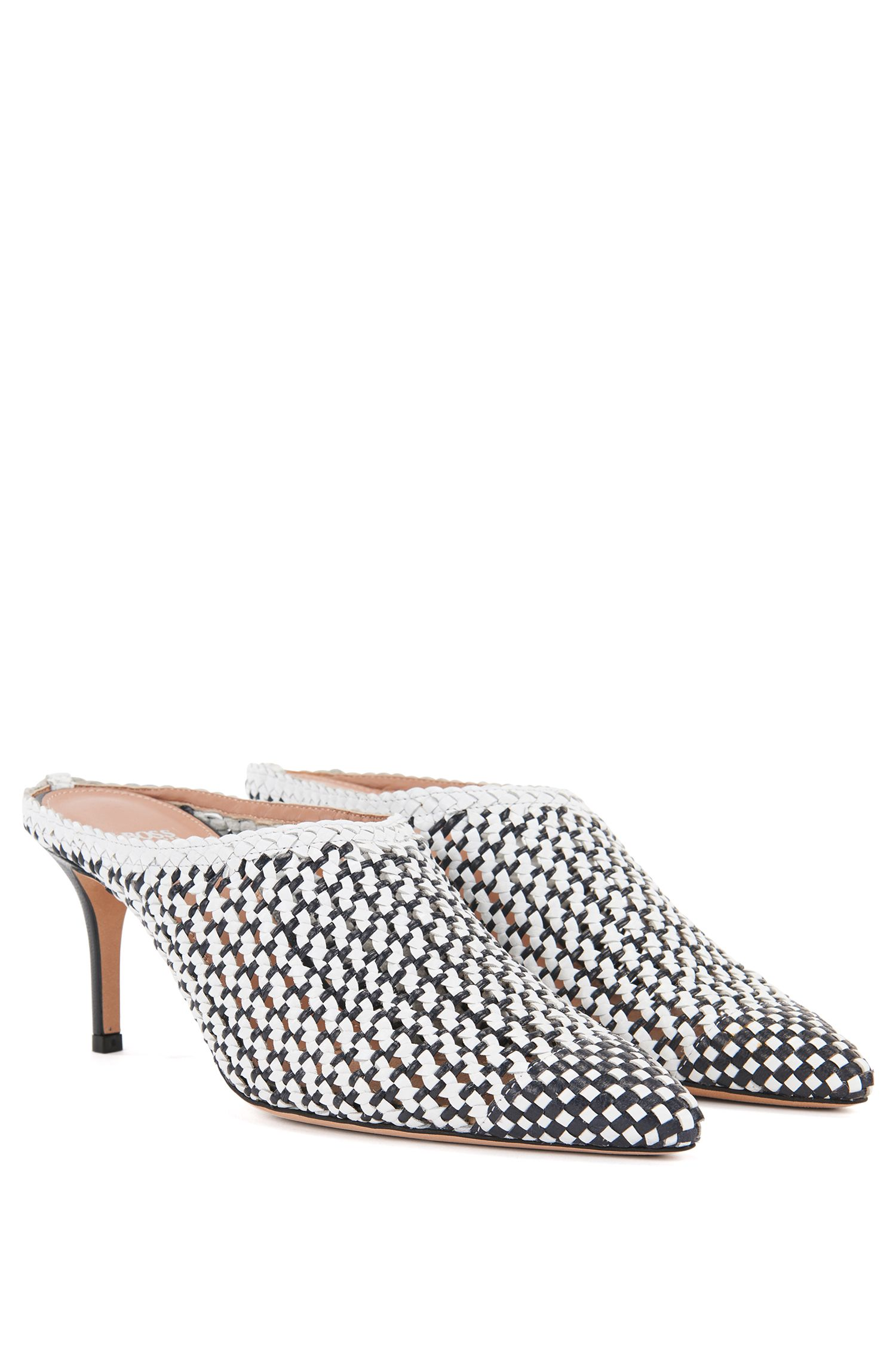 Heeled muled in woven leather