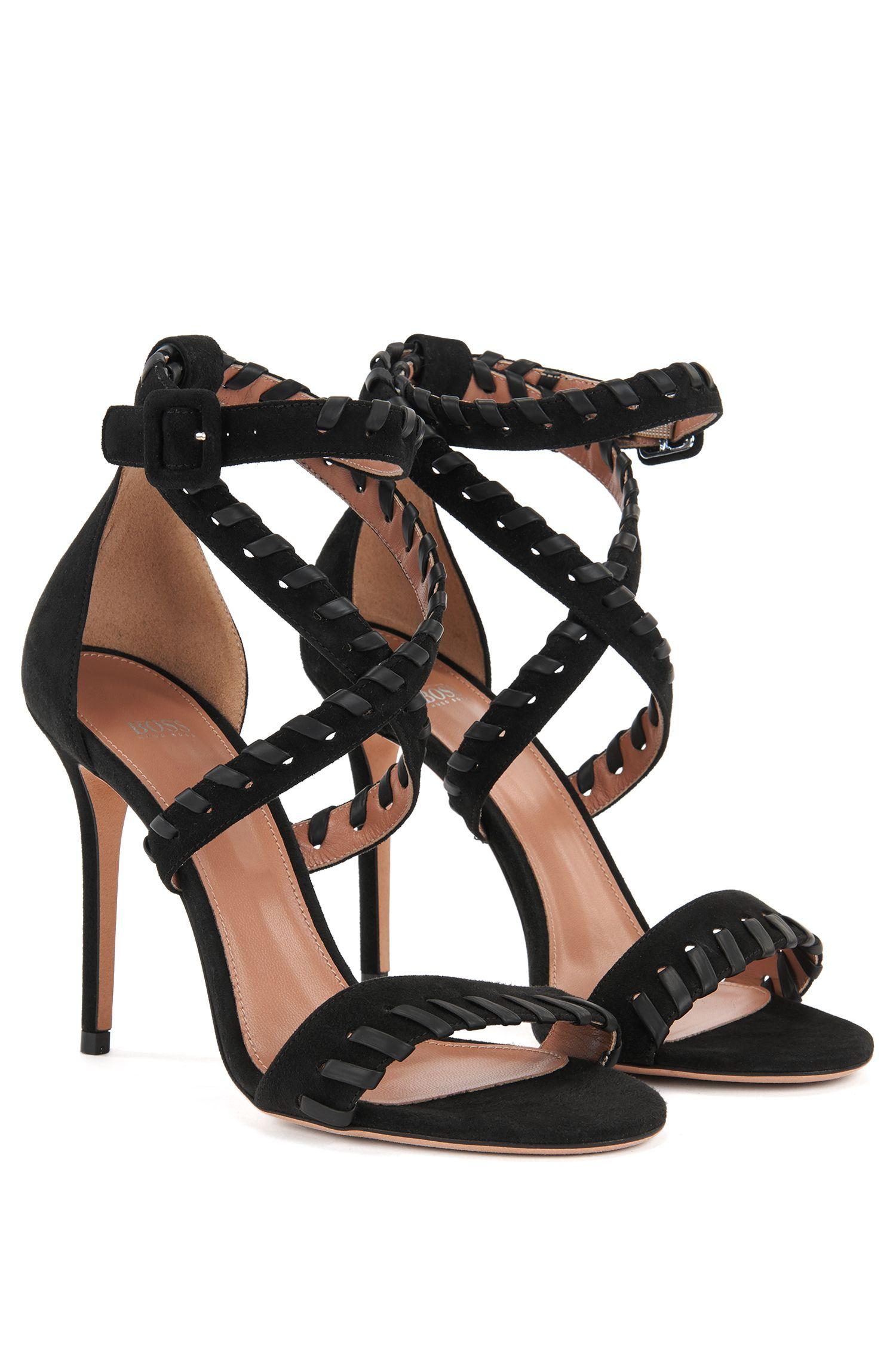 Sandalen aus weichem Veloursleder mit Überwendlingsstich-Verzierung