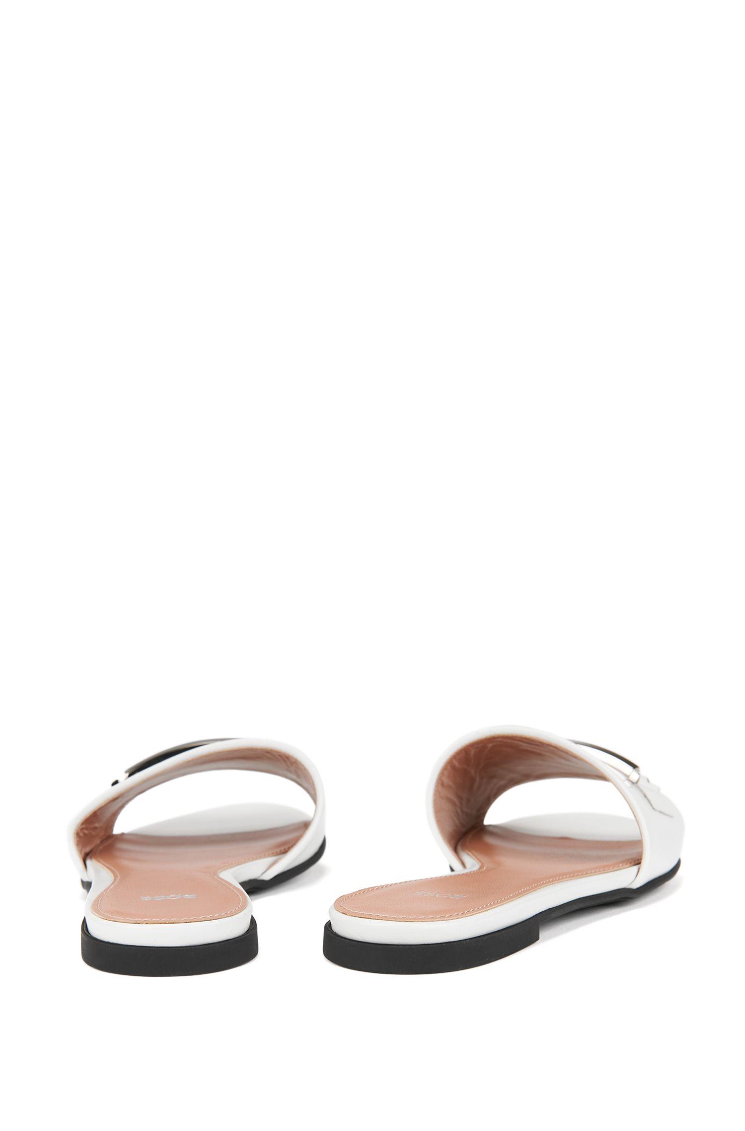 Slides aus italienischem Leder mit Metall-Detail