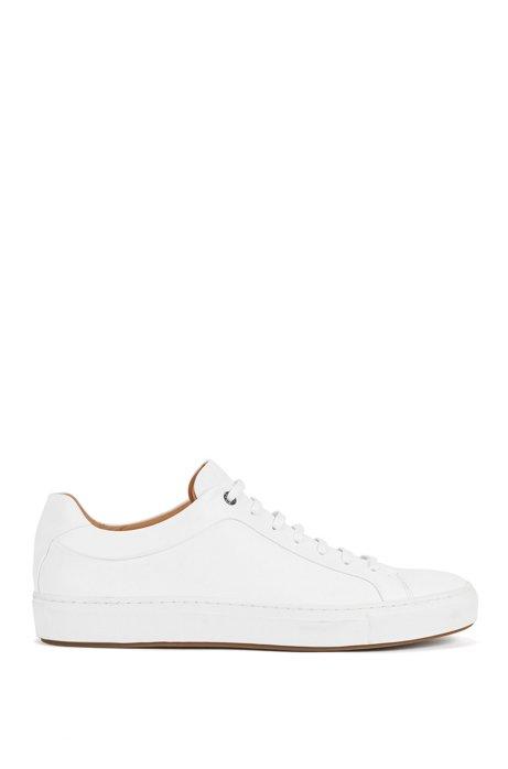 Baskets de style tennis en cuir bruni, Blanc