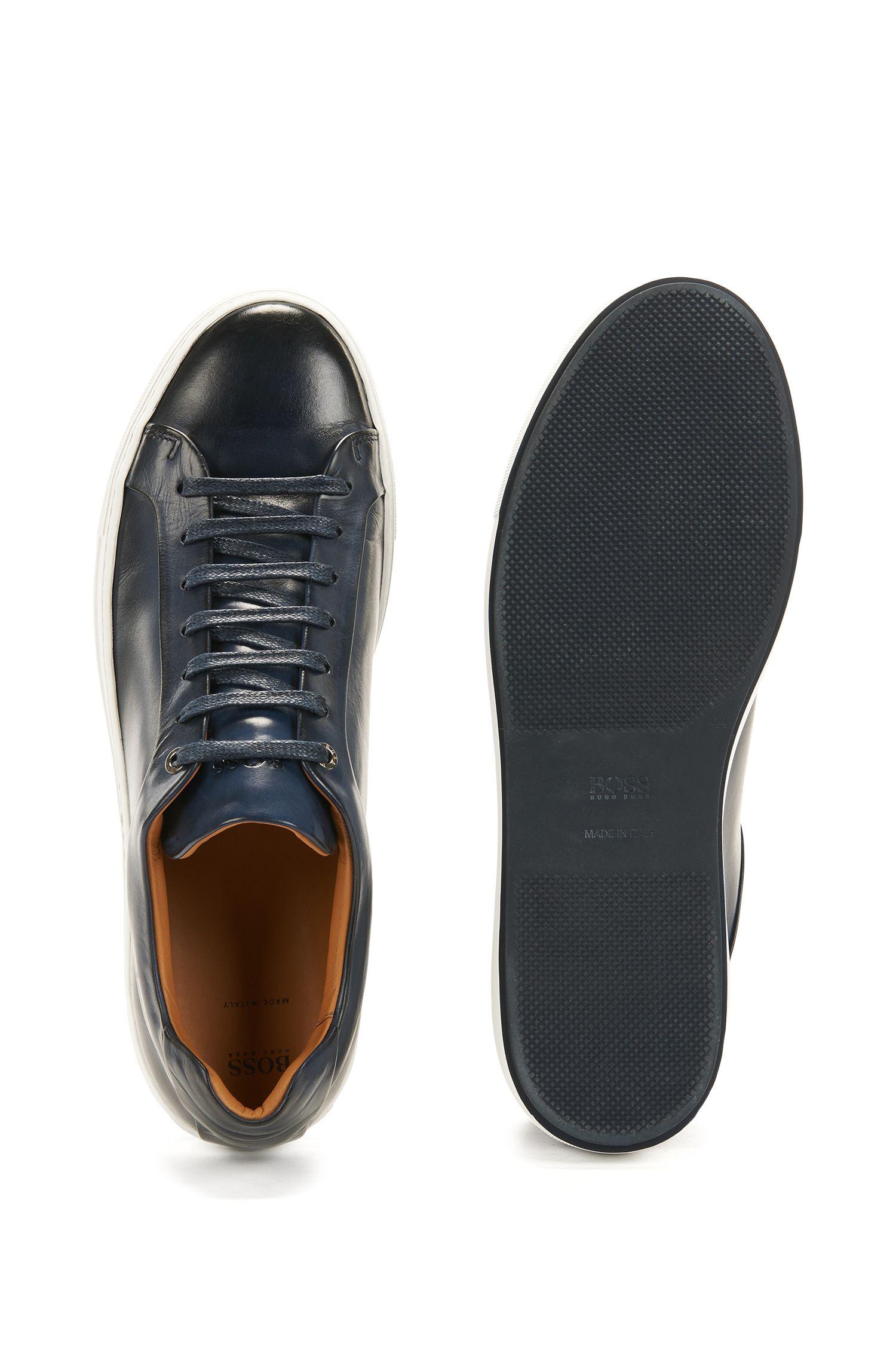 Sneakers in stile tennis in pelle brunita