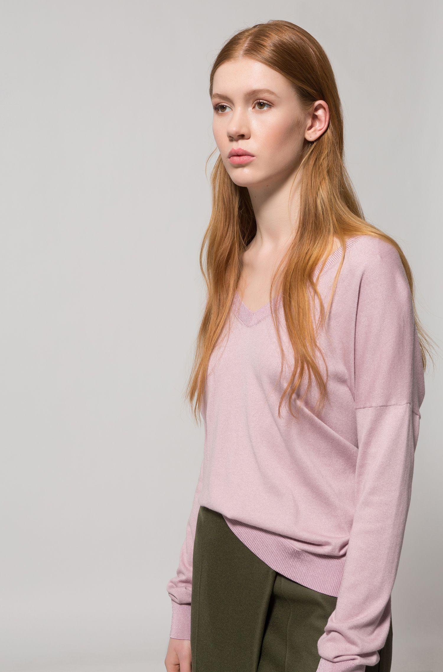 Oversized-fit trui van een zijdemix met V-hals, Lichtroze
