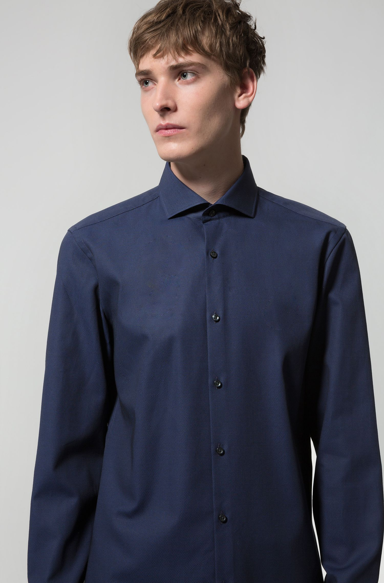 Slim-fit shirt in cotton with spread collar
