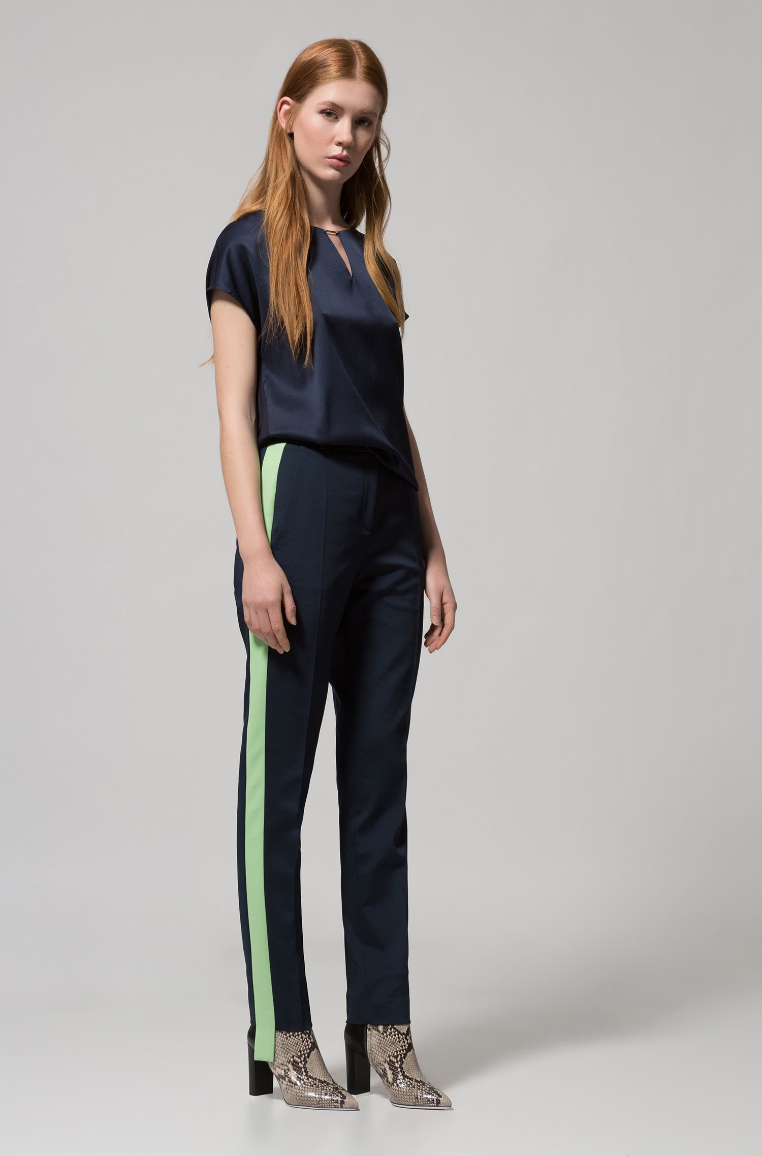 Blusa con maniche ad aletta e parte anteriore in seta elasticizzata