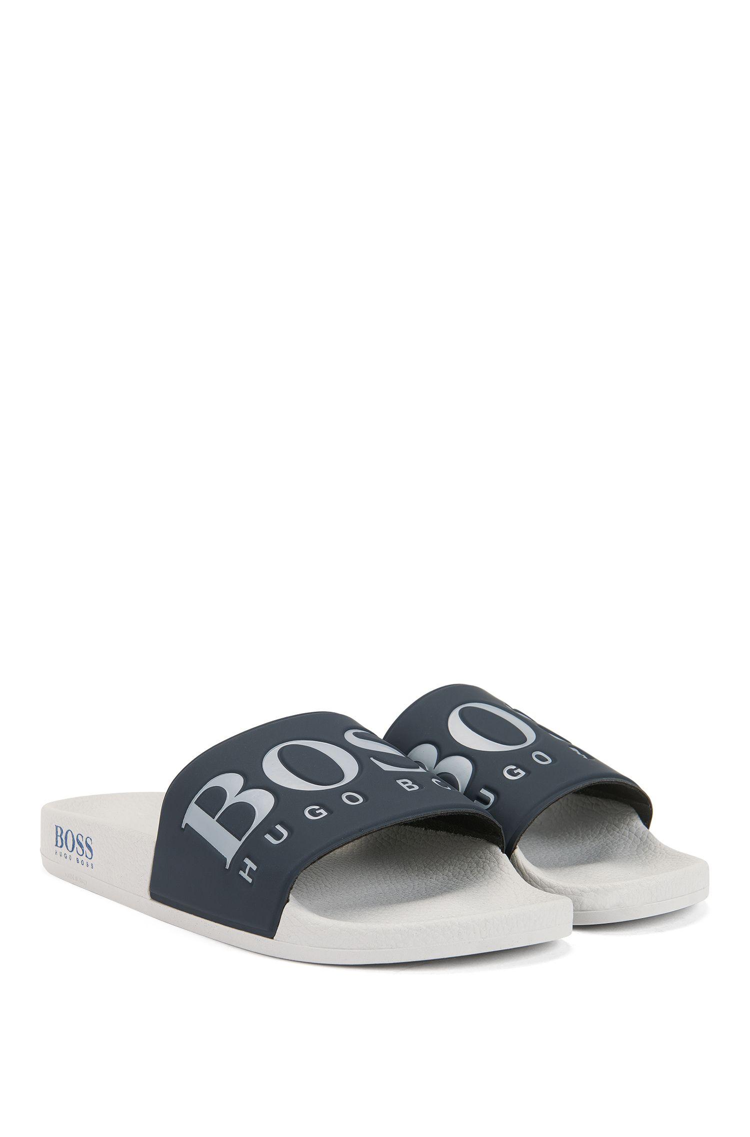 Sandali bassi in gomma realizzati in Italia con logo a contrasto