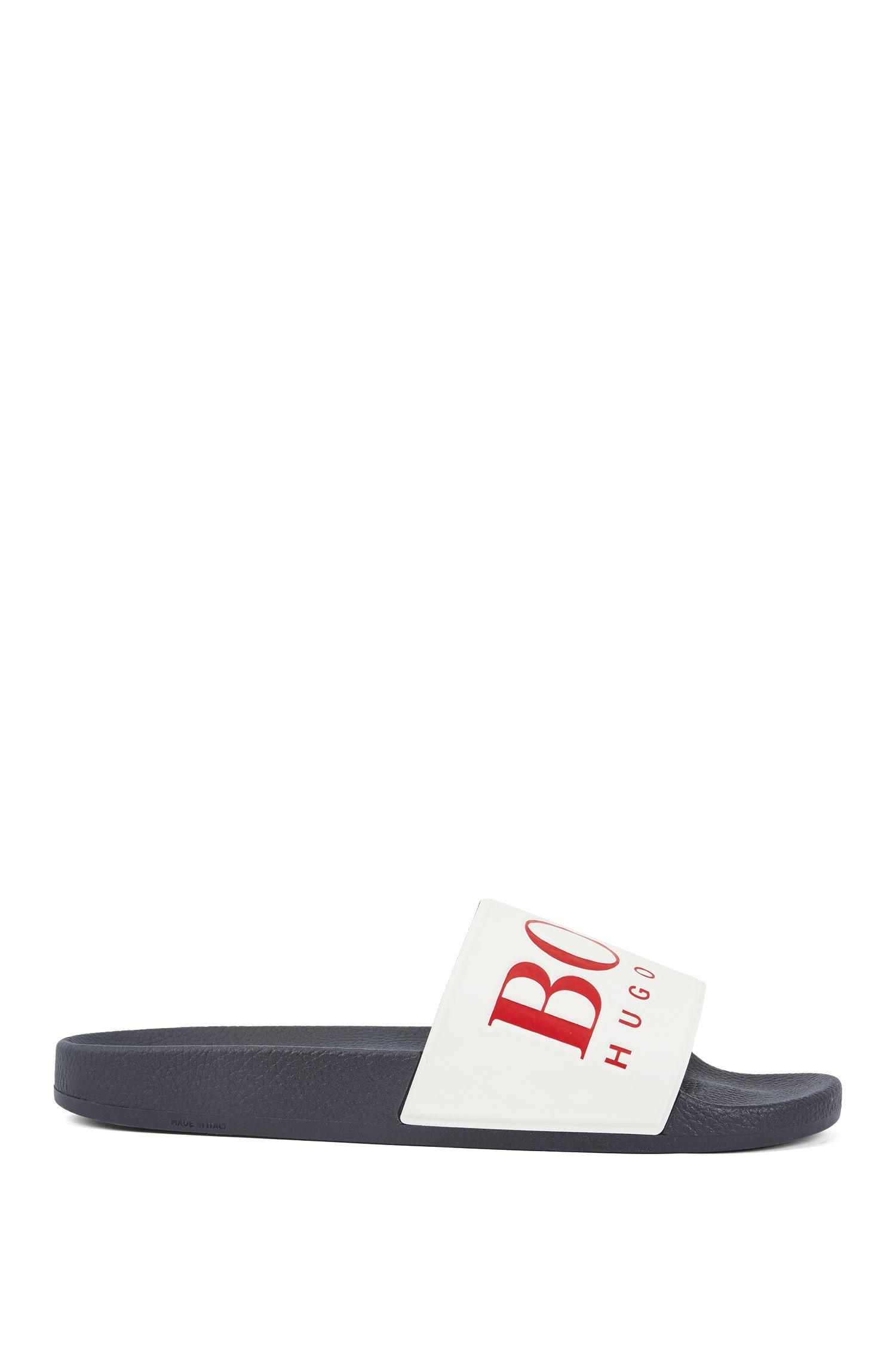 In Italien gefertigte Slides aus Gummi mit kontrastfarbenem Logo, Blau