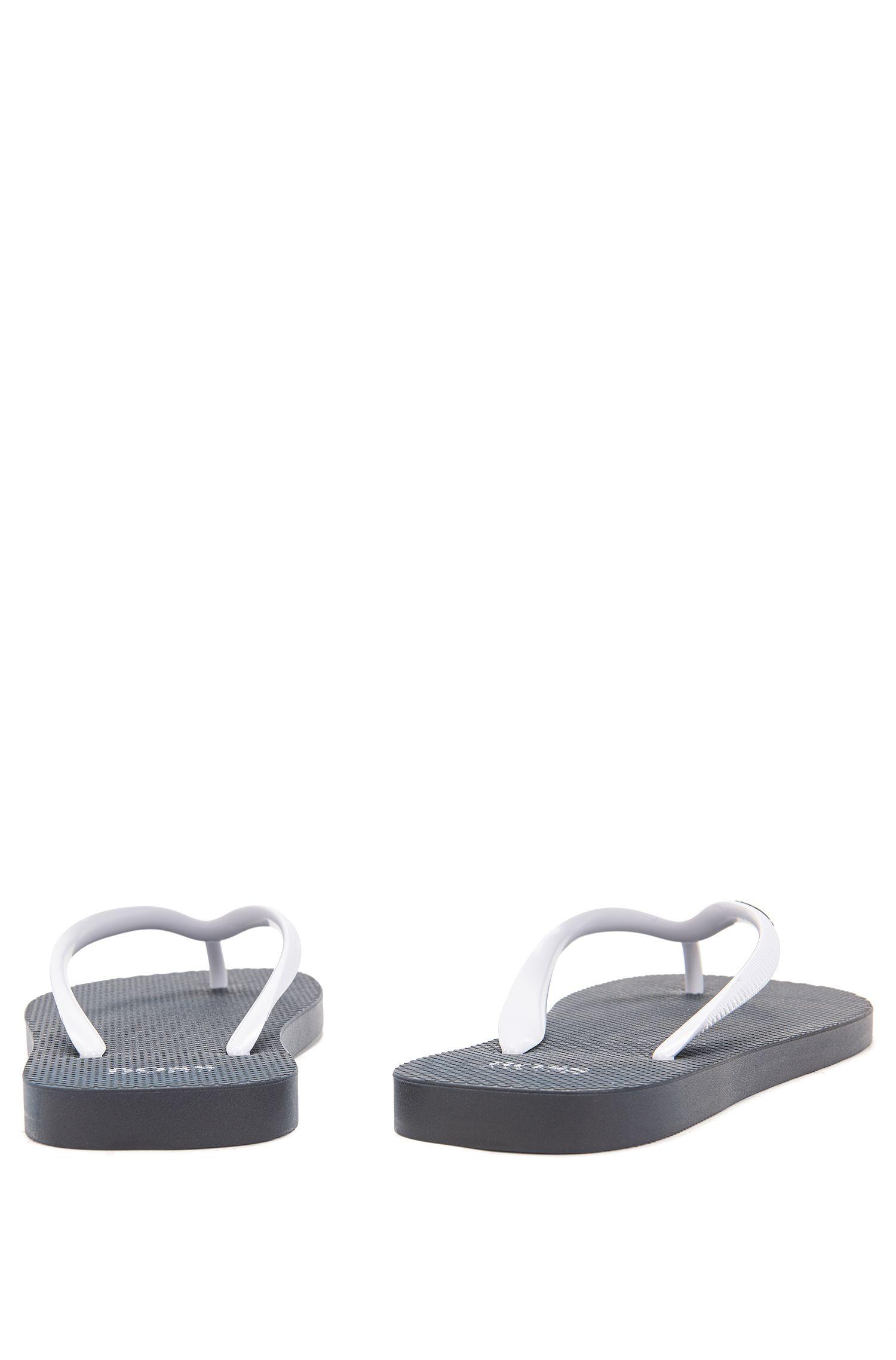 Toe-post flip-flops in textured rubber