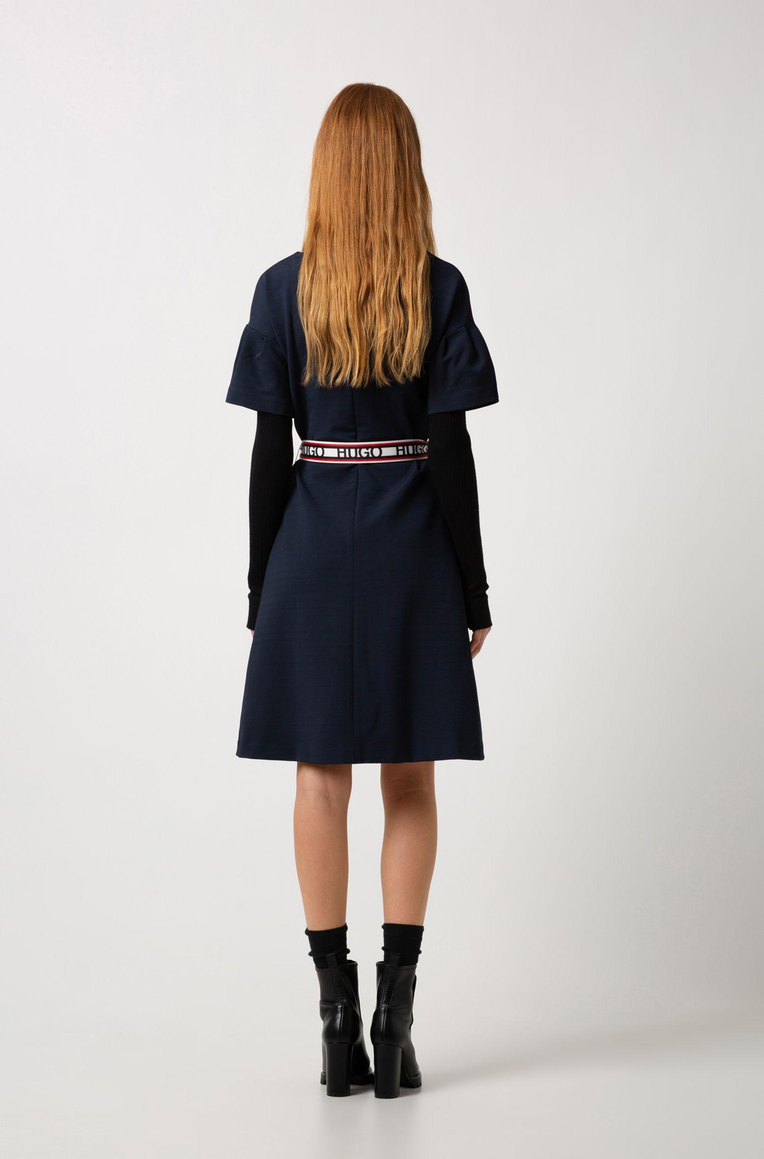 Kleid aus Jersey mit Trompetenärmeln und Wendegürtel mit Logo-Print, Dunkelblau