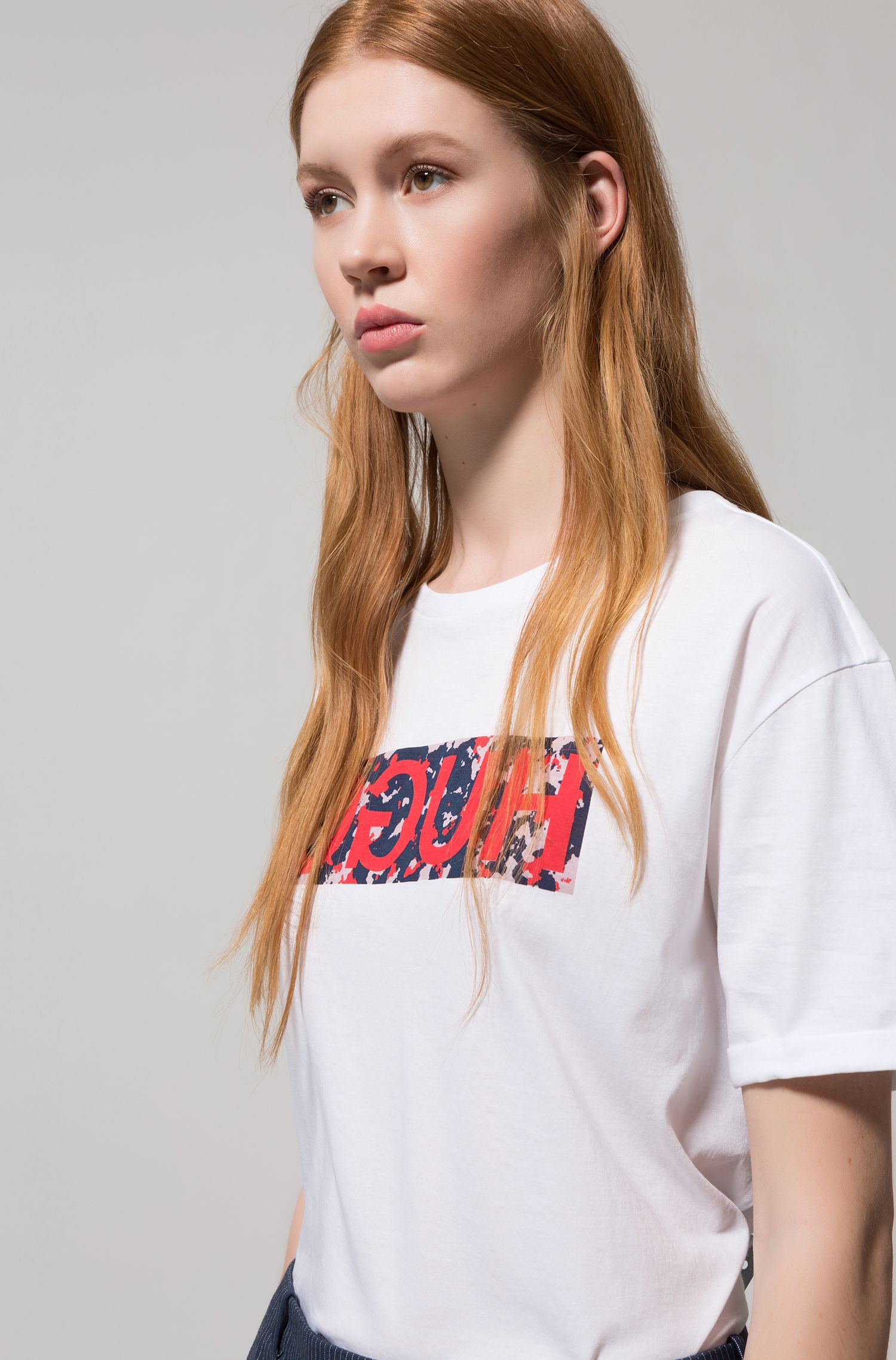 Relaxed-fit T-shirt in cotton with reverse logo print