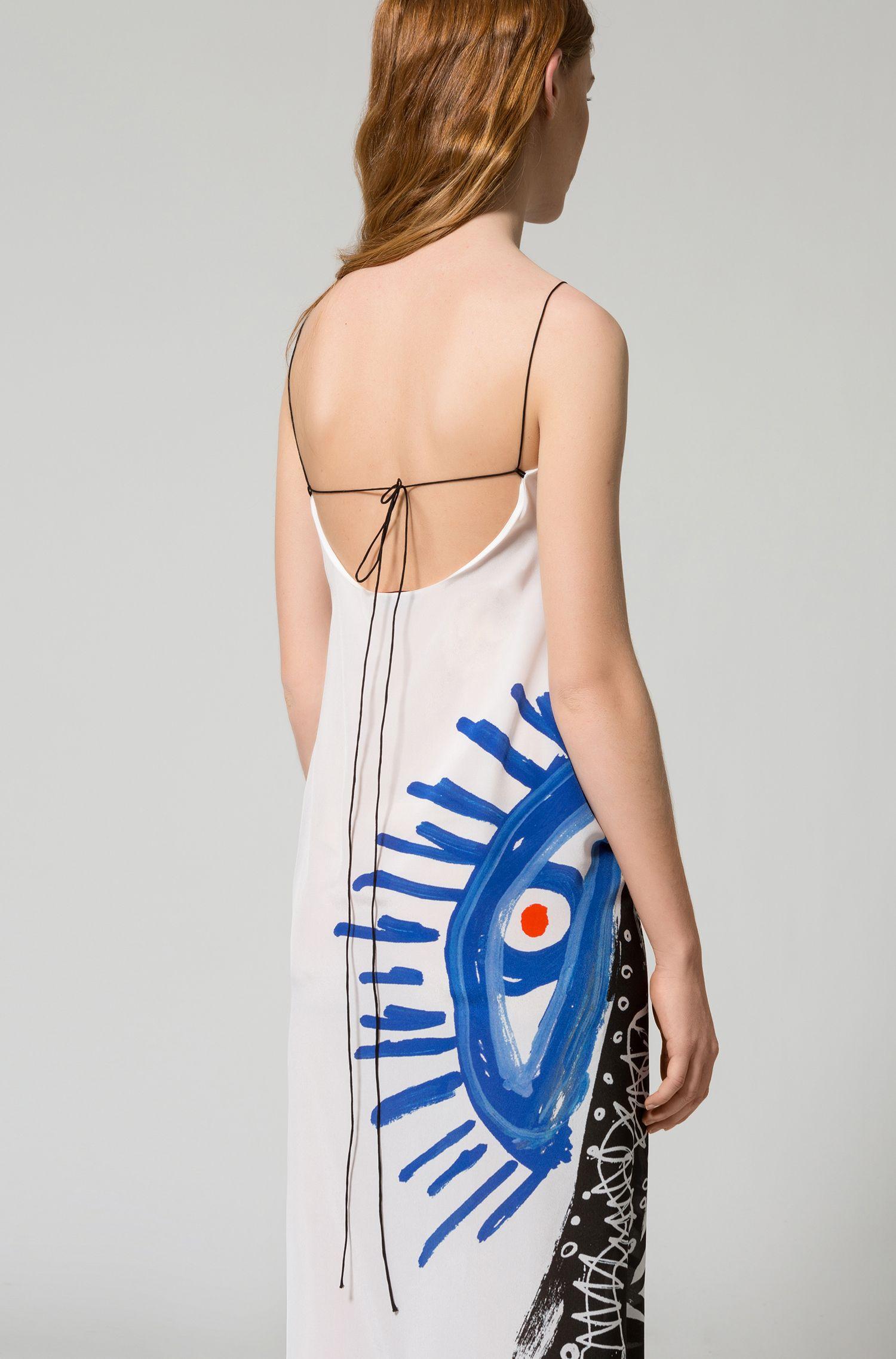 Vestito lungo in seta con stampa di un motivo dipinto a mano
