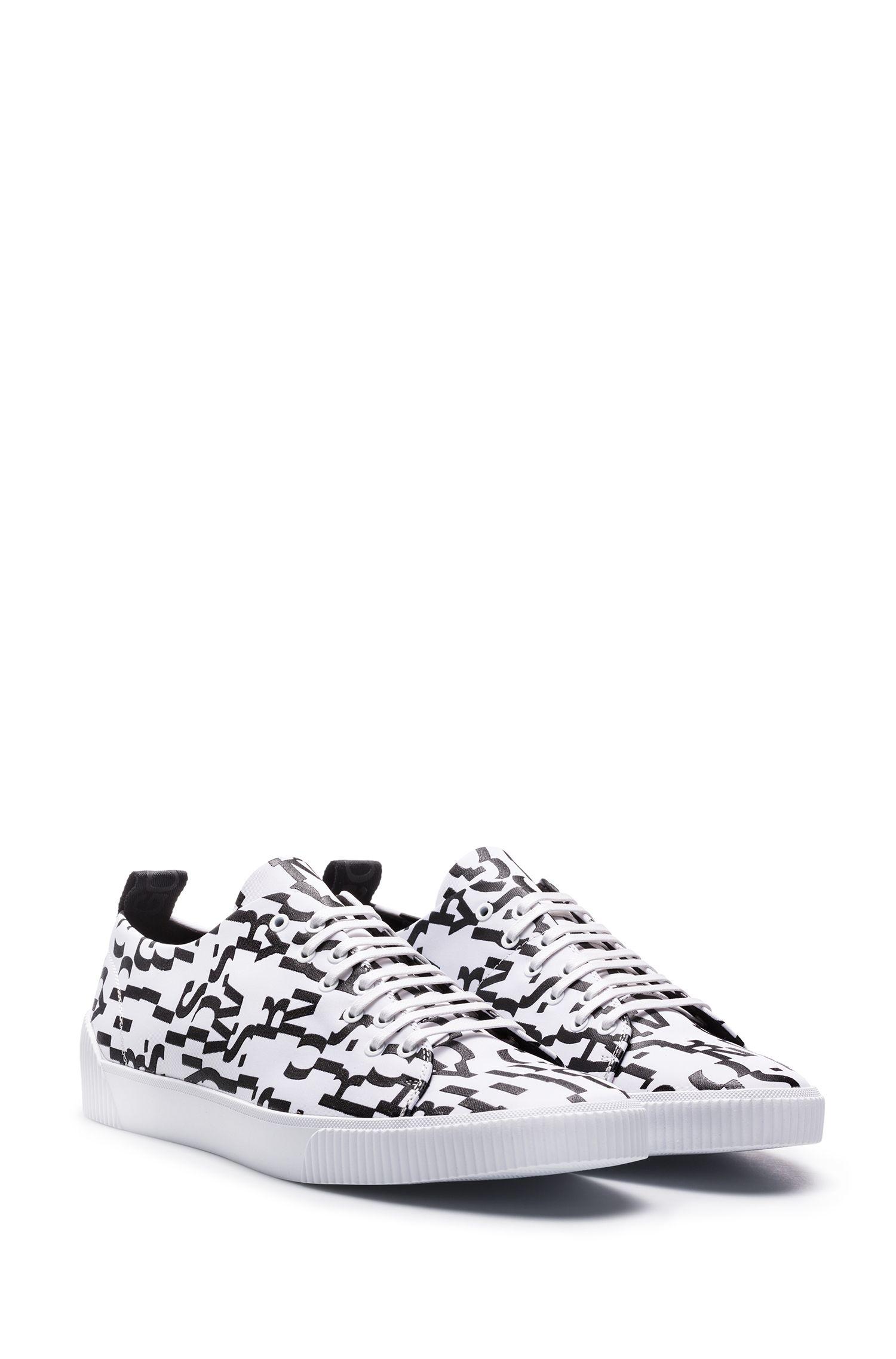 Sneakers aus Material-Mix mit Saison-Print, Weiß