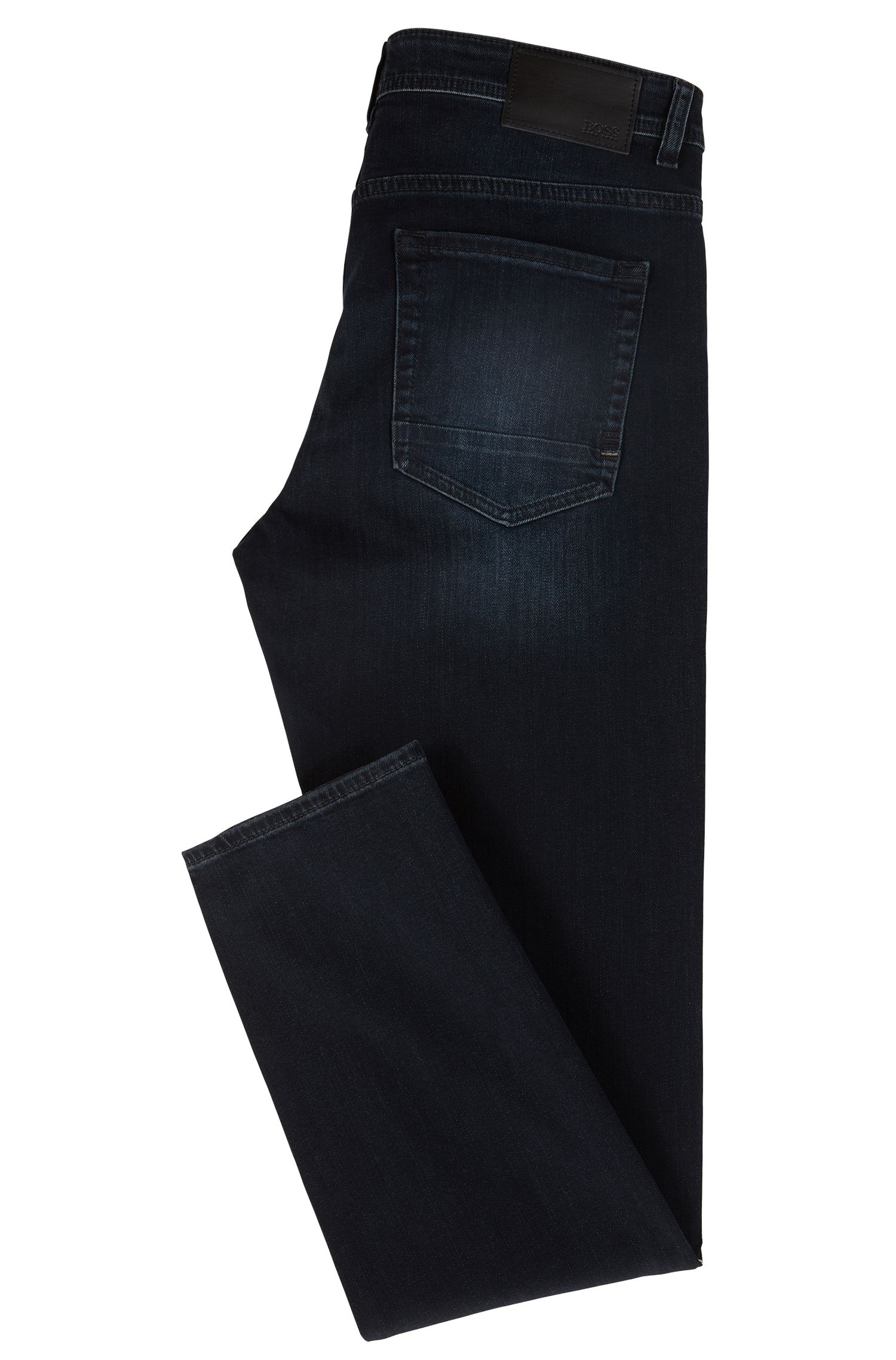 Vaqueros tapered fit en denim elástico azul con teñido especial de color negro