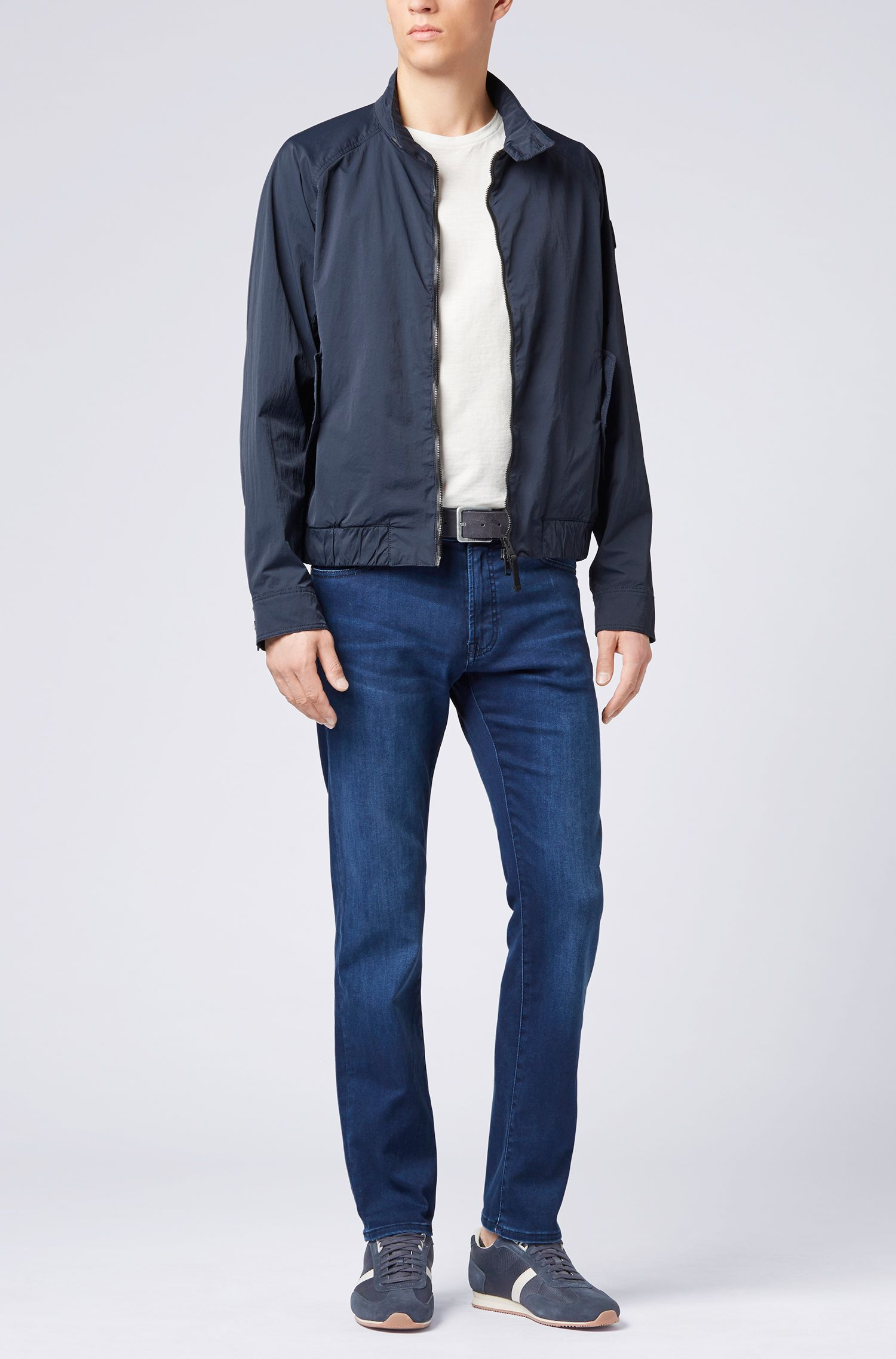 Jean Regular Fit en denim satiné super stretch, Bleu foncé