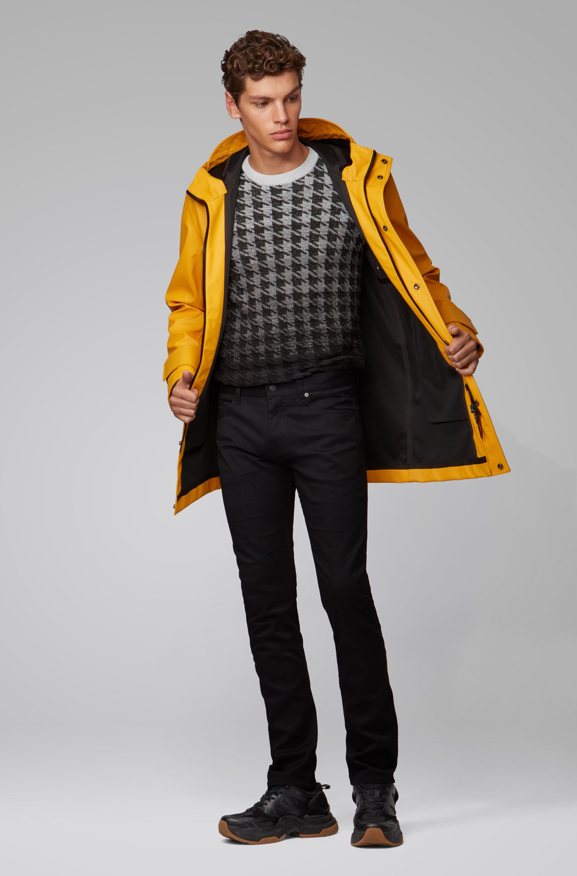 Slim-fit jeans in black rinse-washed stretch denim