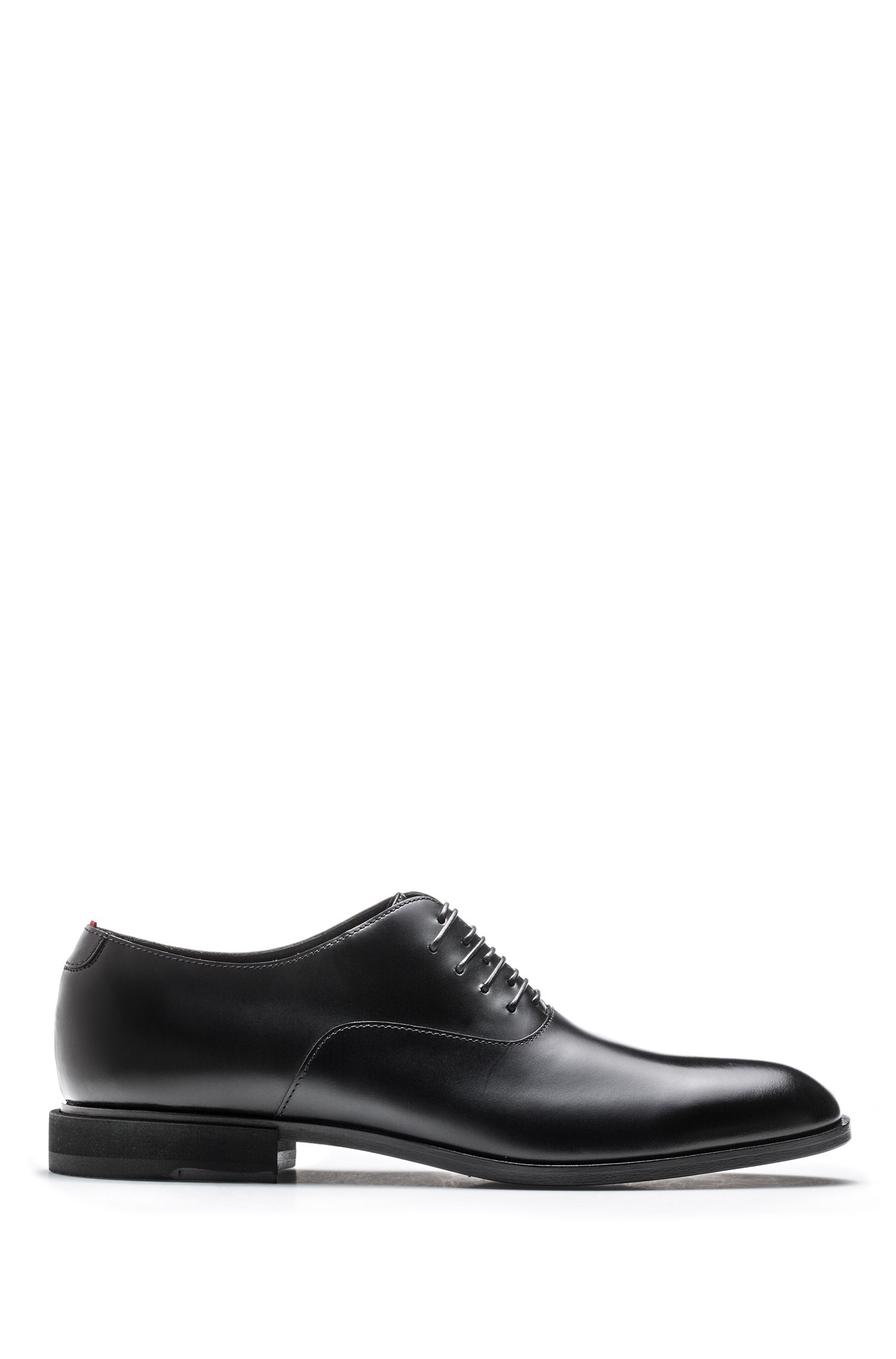 Scarpe Oxford in pelle di vitello con originale allacciatura