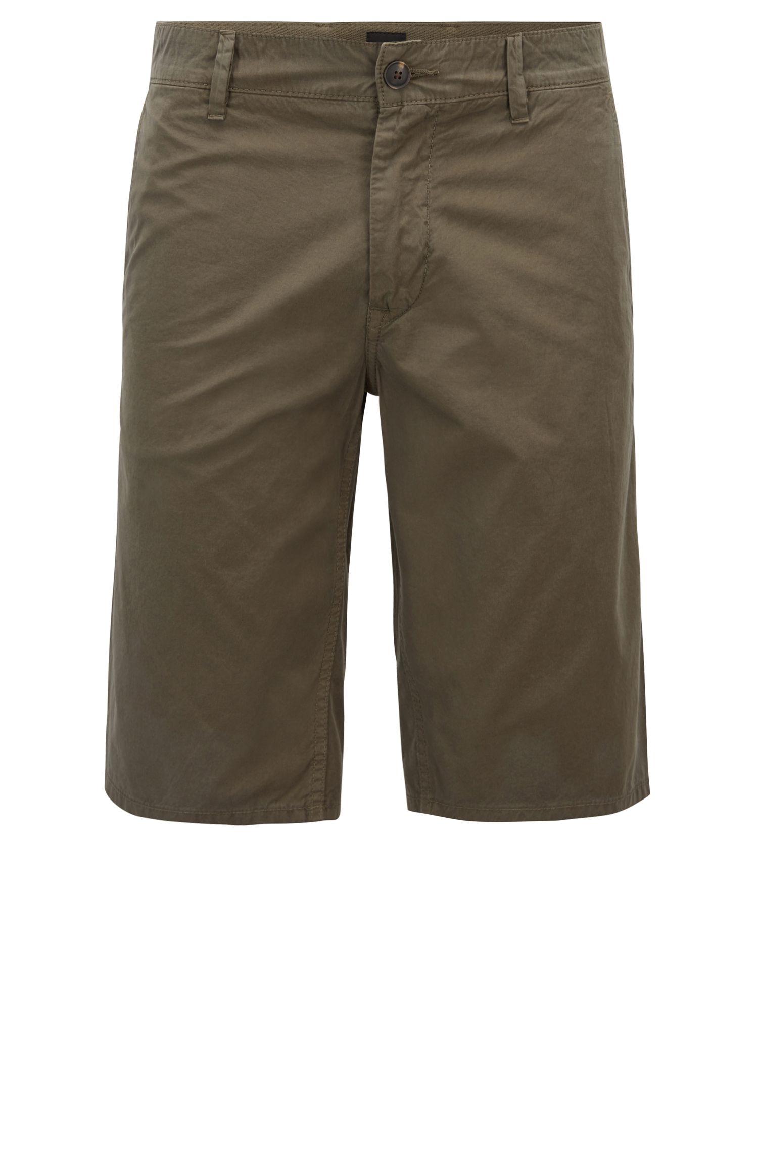 Shorts slim fit en popelín de algodón con teñido especial, Verde oscuro