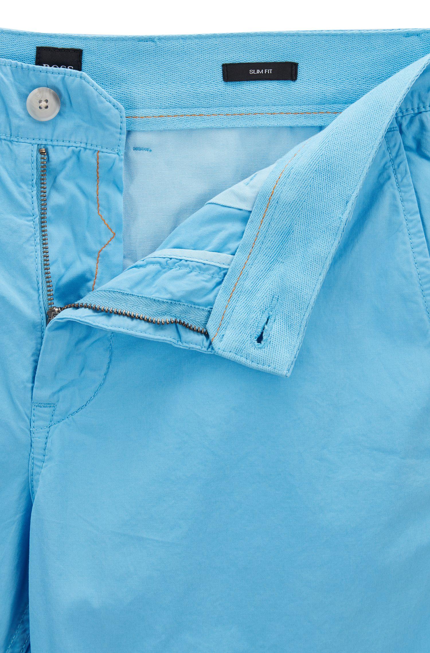 Slim-Fit Shorts aus überfärbter Baumwoll-Popeline, Hellblau