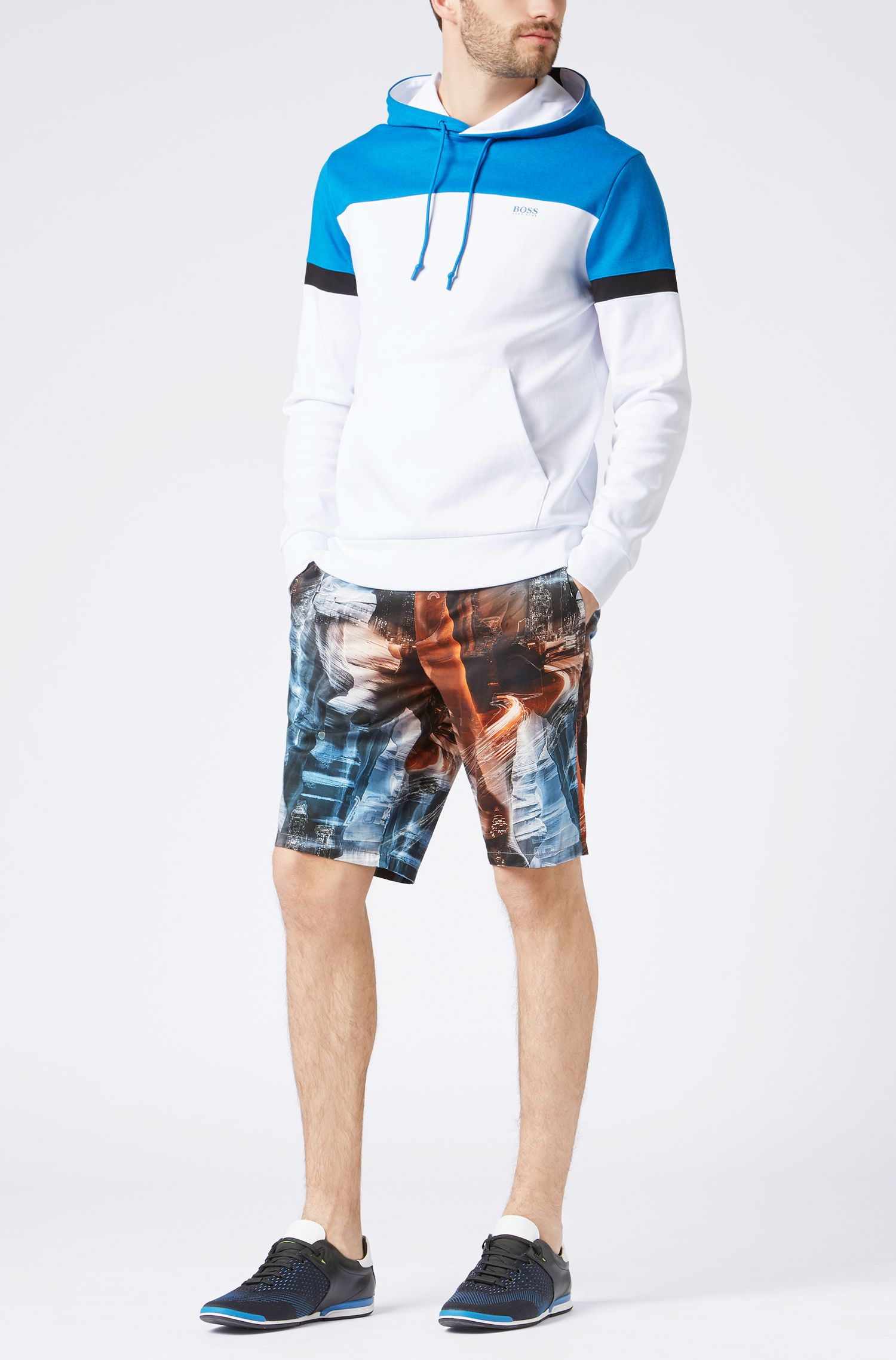 Slim-Fit Shorts aus Stretch-Baumwolle mit Digital-Print, Gemustert