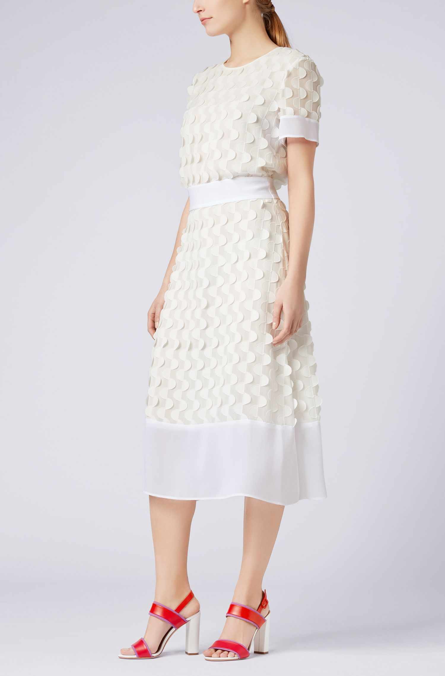 Short-sleeved dress in textured-effect crepe georgette
