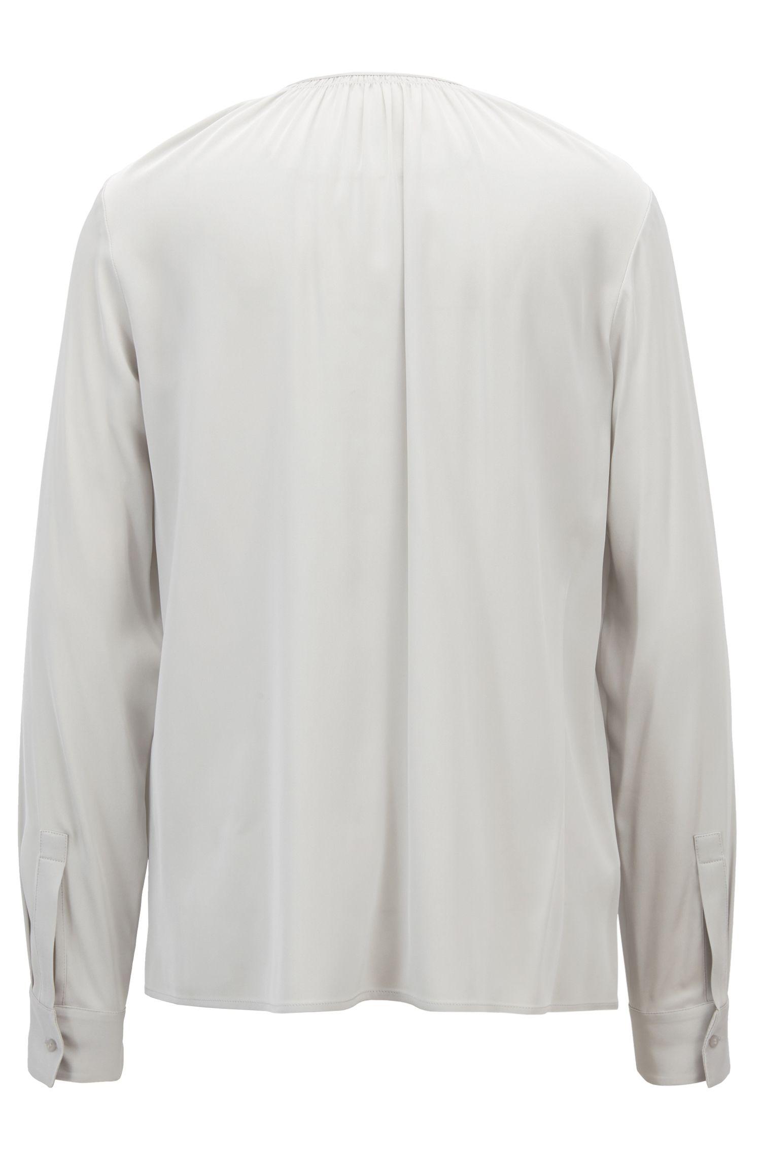 Bluse aus Crêpe de Chine mit gesmoktem Ausschnitt, Silber