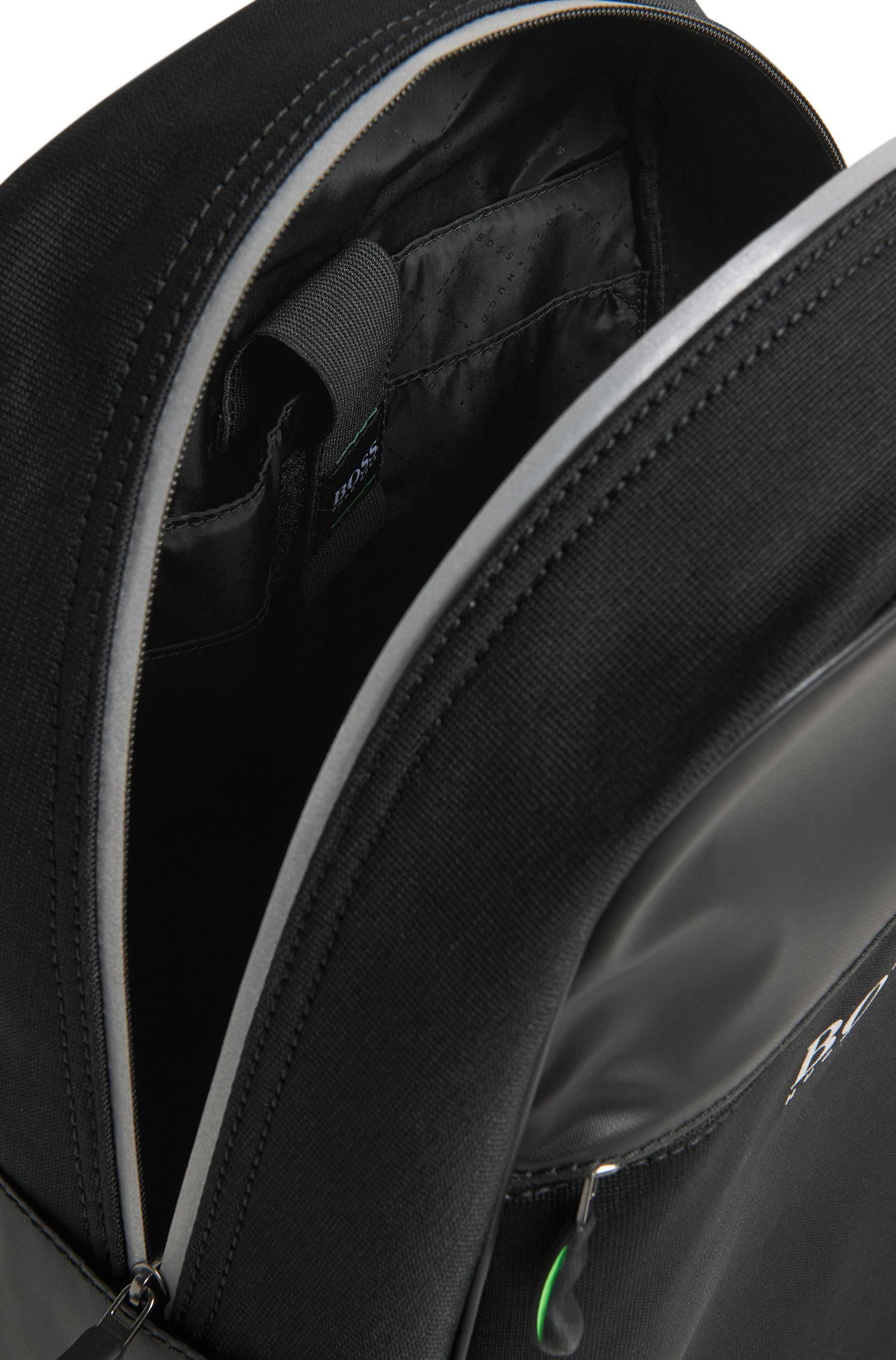 Mochila con salida para auriculares y compartimento para portátil, Negro