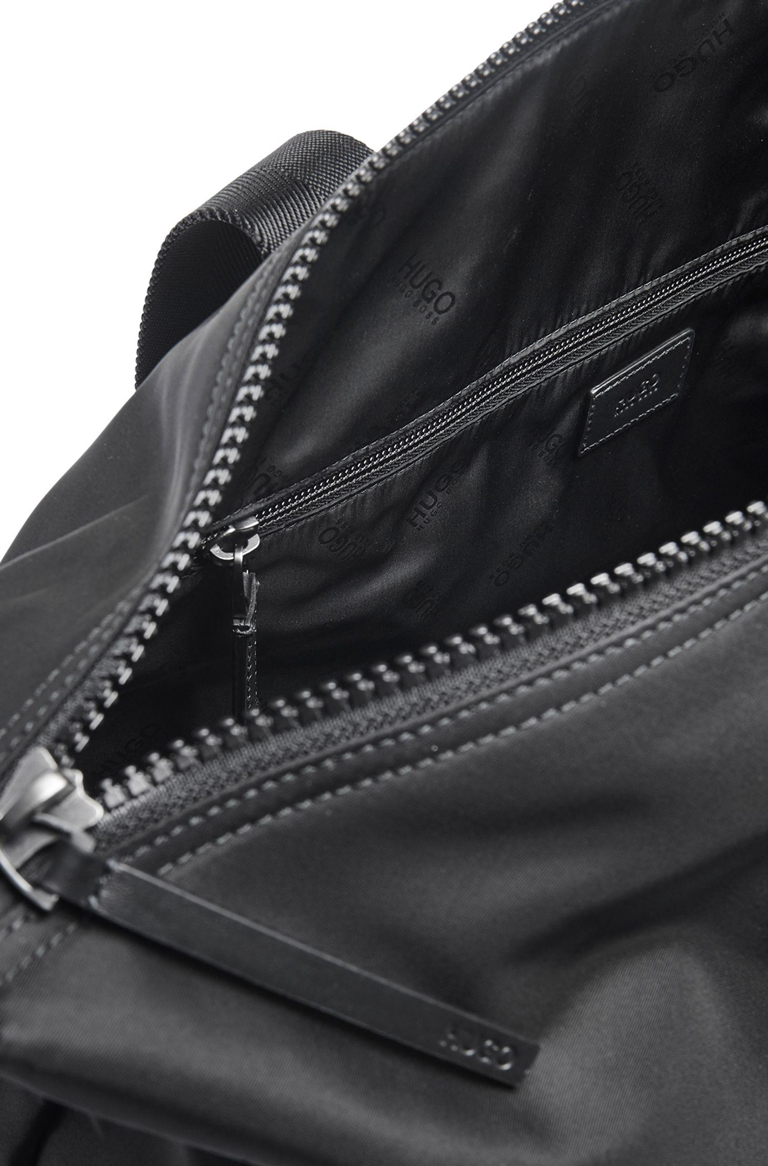 Weekender aus Nylon-Gabardine mit Reversed-Logo, Schwarz