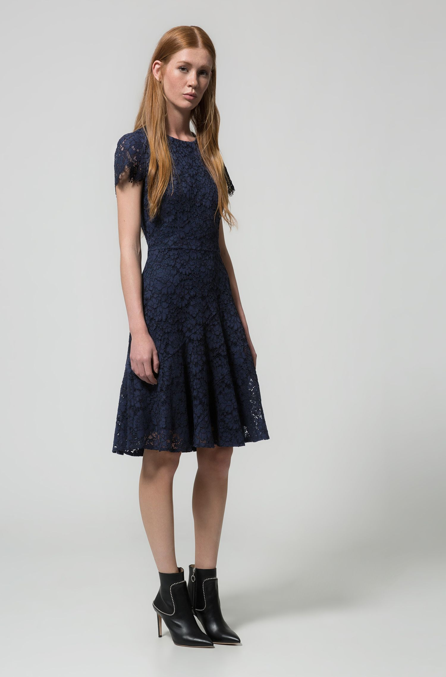 Short-sleeved lace dress with scalloped skirt, Dark Blue