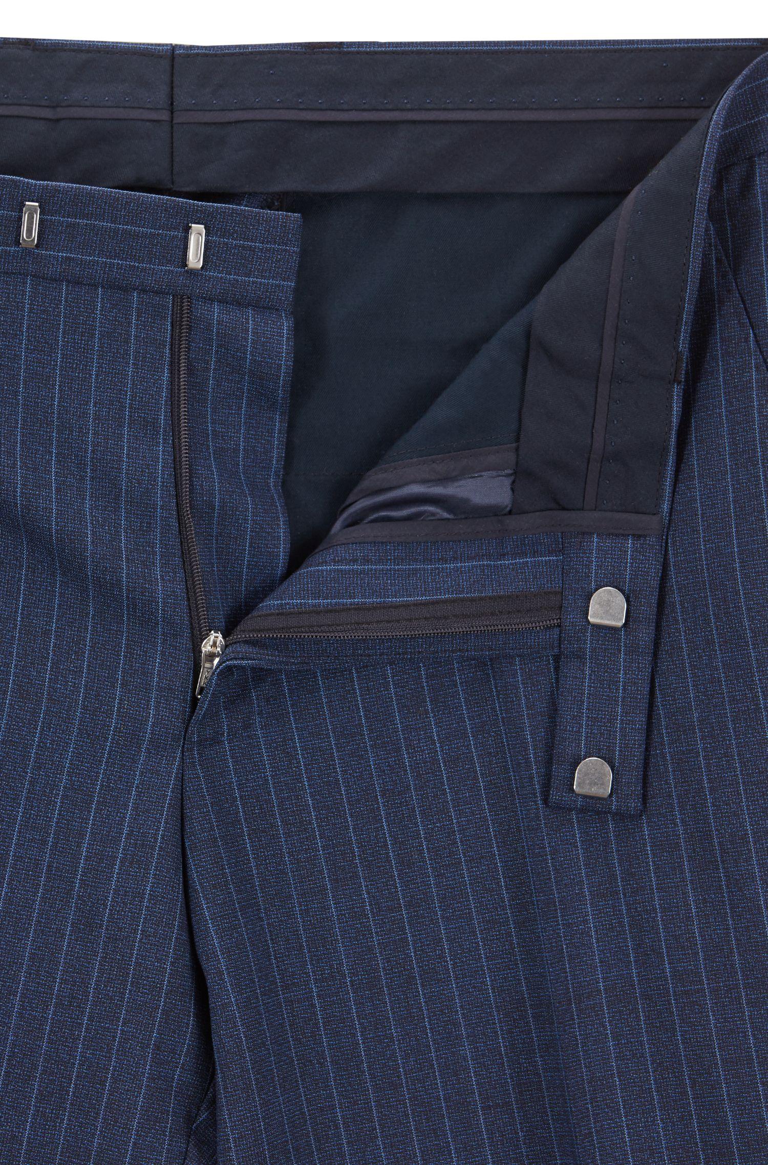 Regular-Fit Anzug aus italienischer Schurwolle mit Nadelstreifen