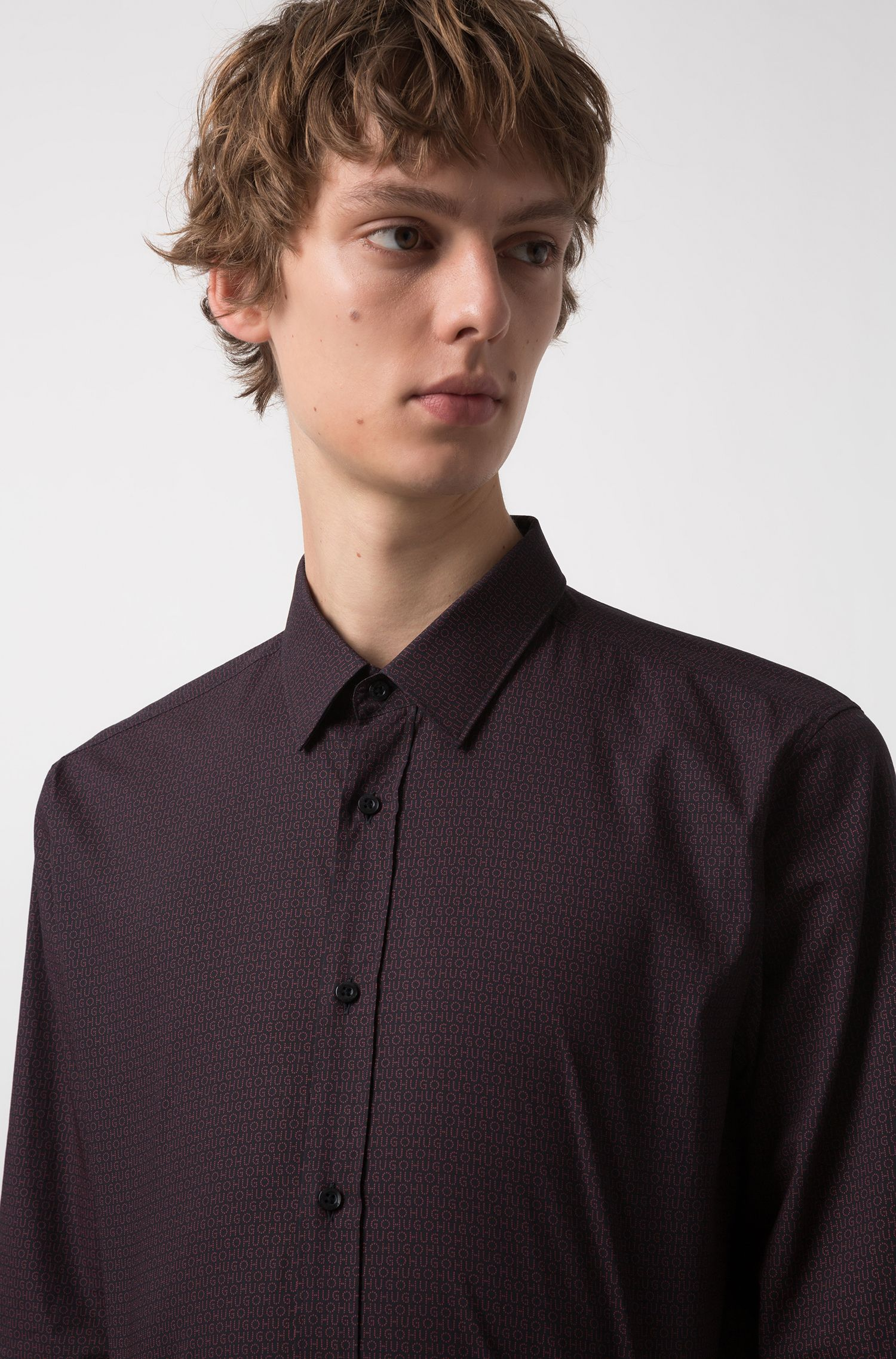 Camicia extra slim fit in cotone con logo all-over, Rosso