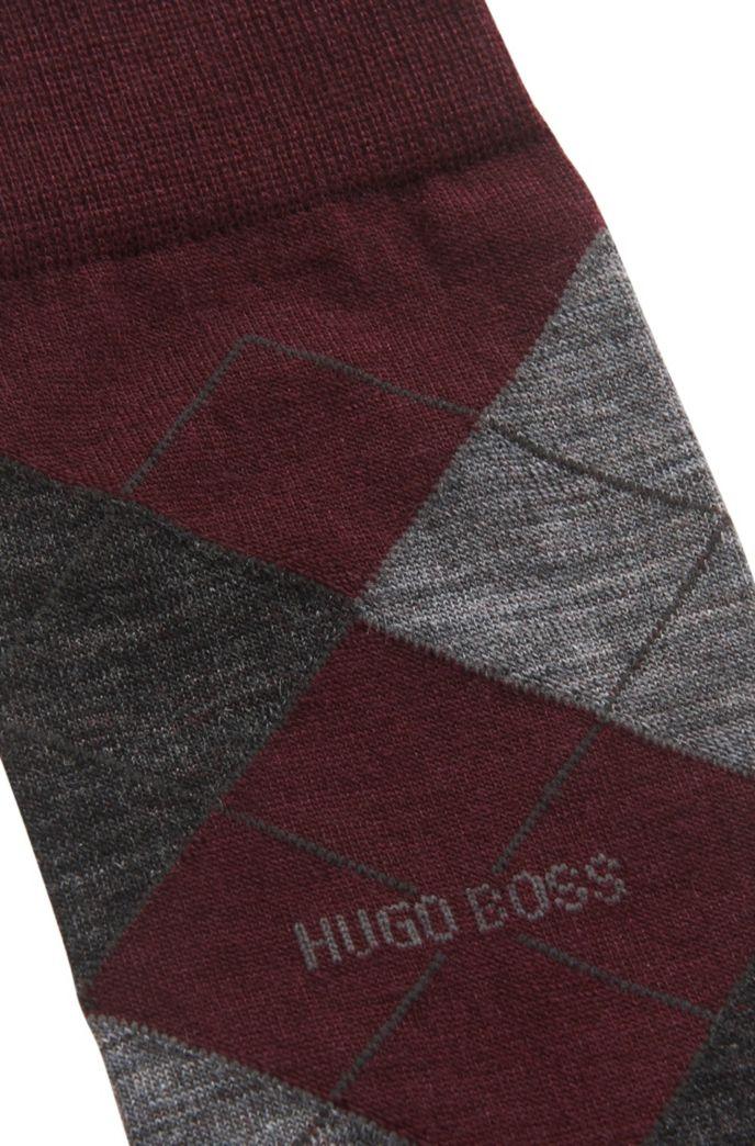 Mittelhohe Socken aus Woll-Mix mit Rautenmuster